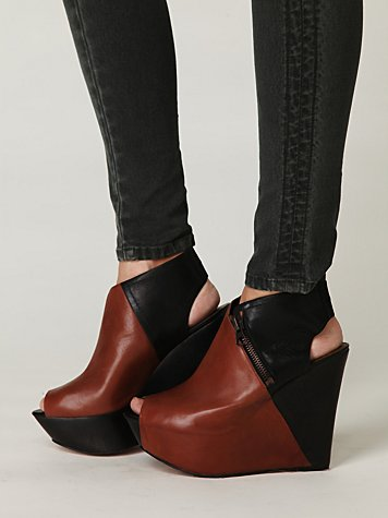 Wynn Two-Tone Wedge