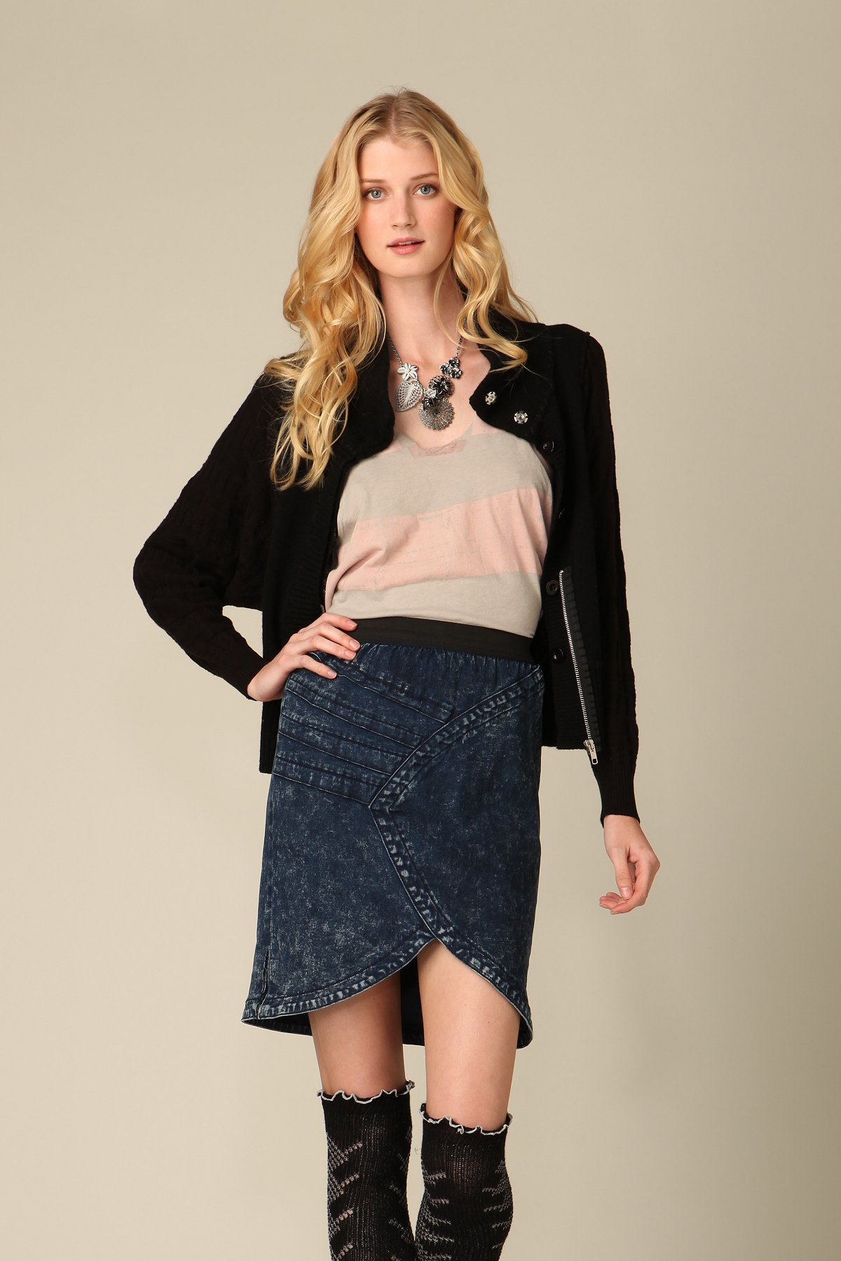 Eclipse Seamed Pencil Skirt