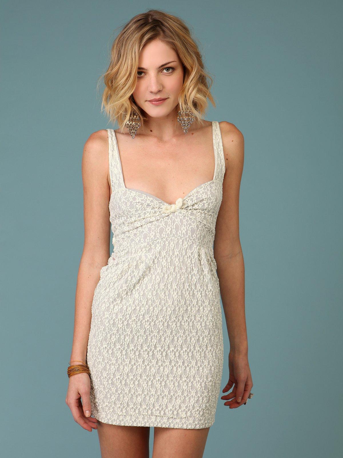 Pucker Daisy Lace Dress
