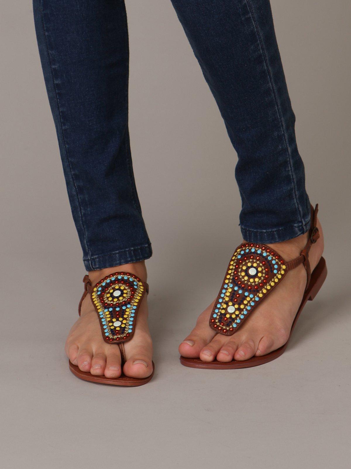 Motif Sandal