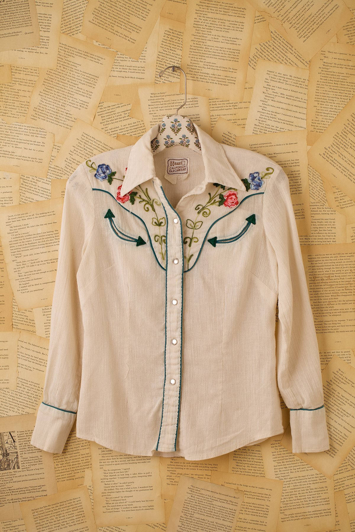 Vintage White Cotton Western Shirt with Embroidered Flowers