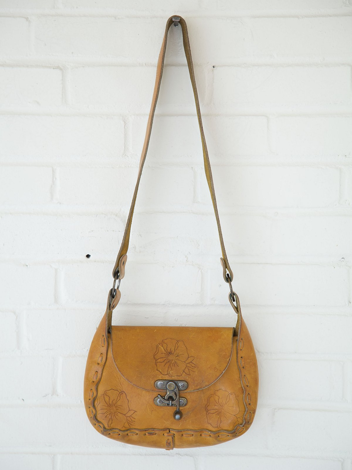 Vintage Hibiscus Swing Lock Boho Bag
