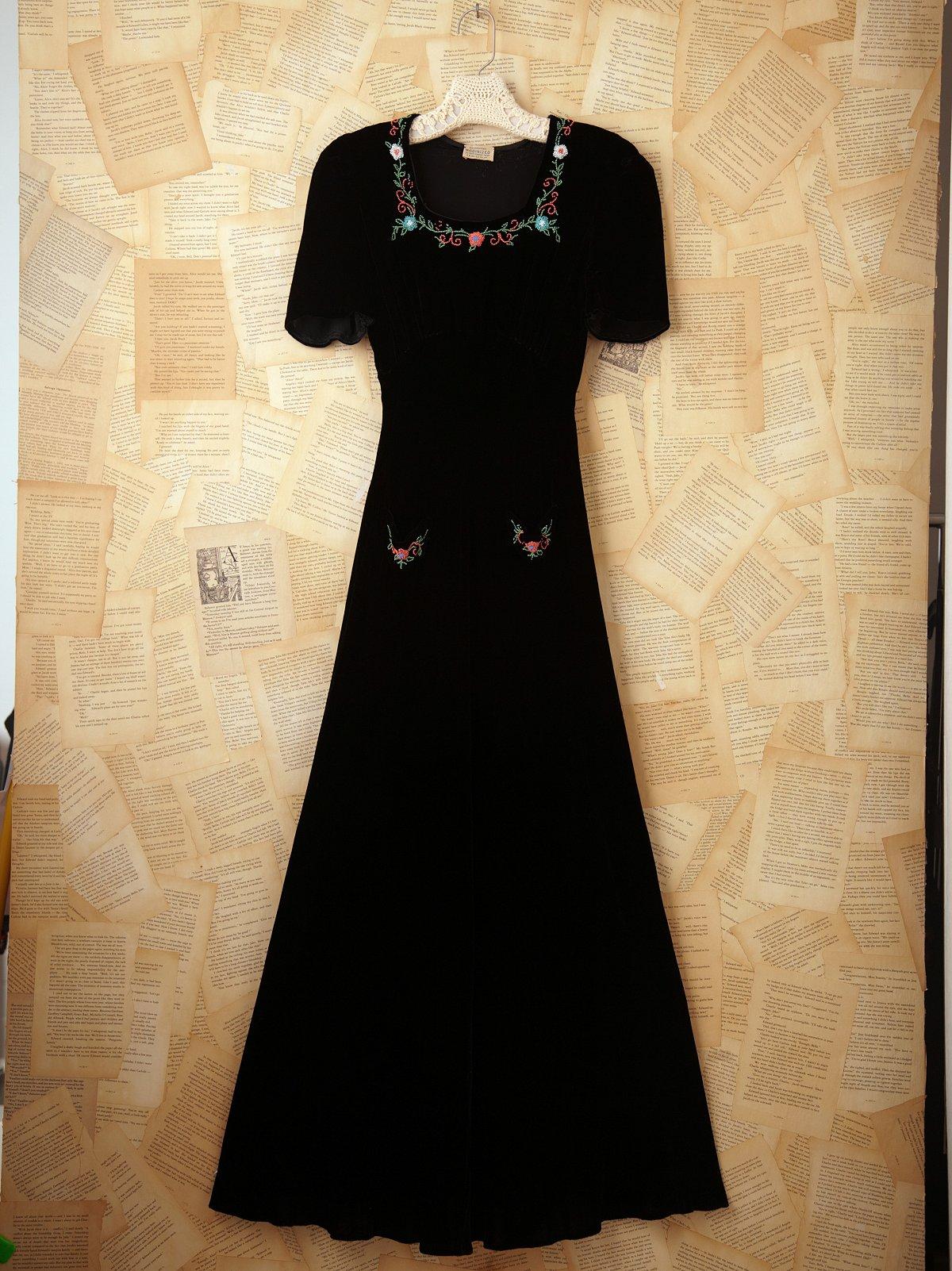 Vintage Velvet Short Sleeve Flower Dress