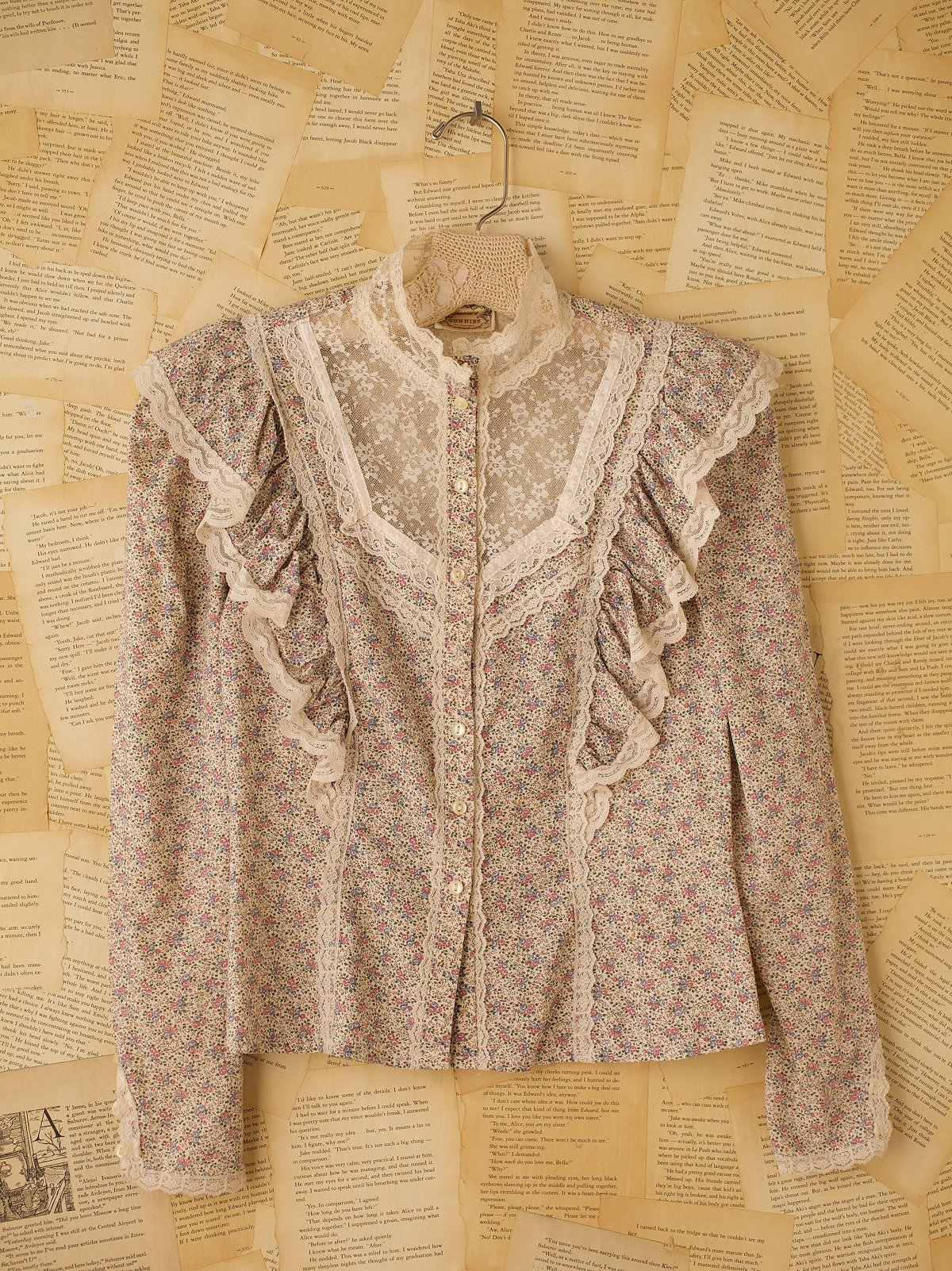 Vintage Long Sleeve Floral Top with Lace