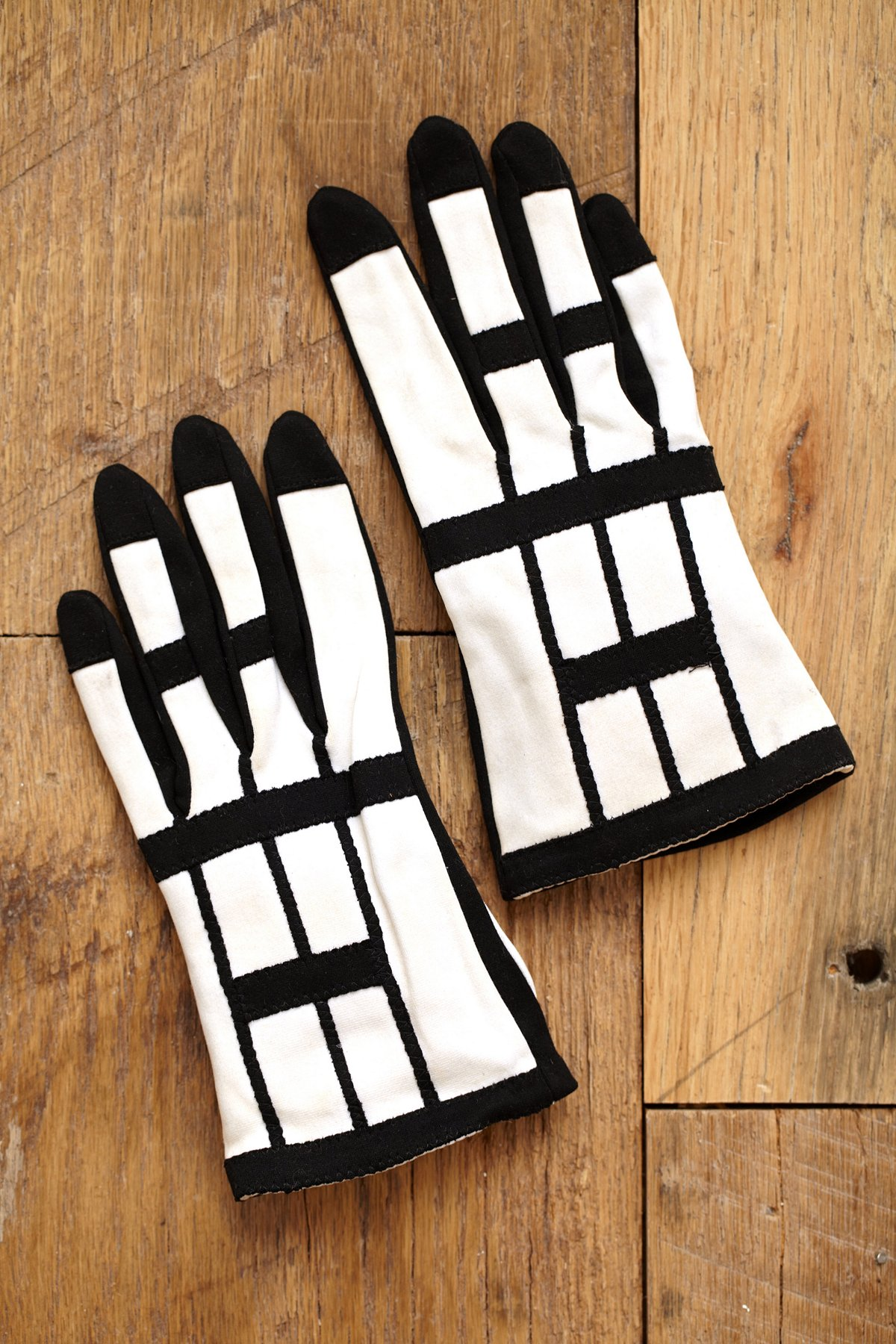 Vintage 1960s Mod Black and White Gloves