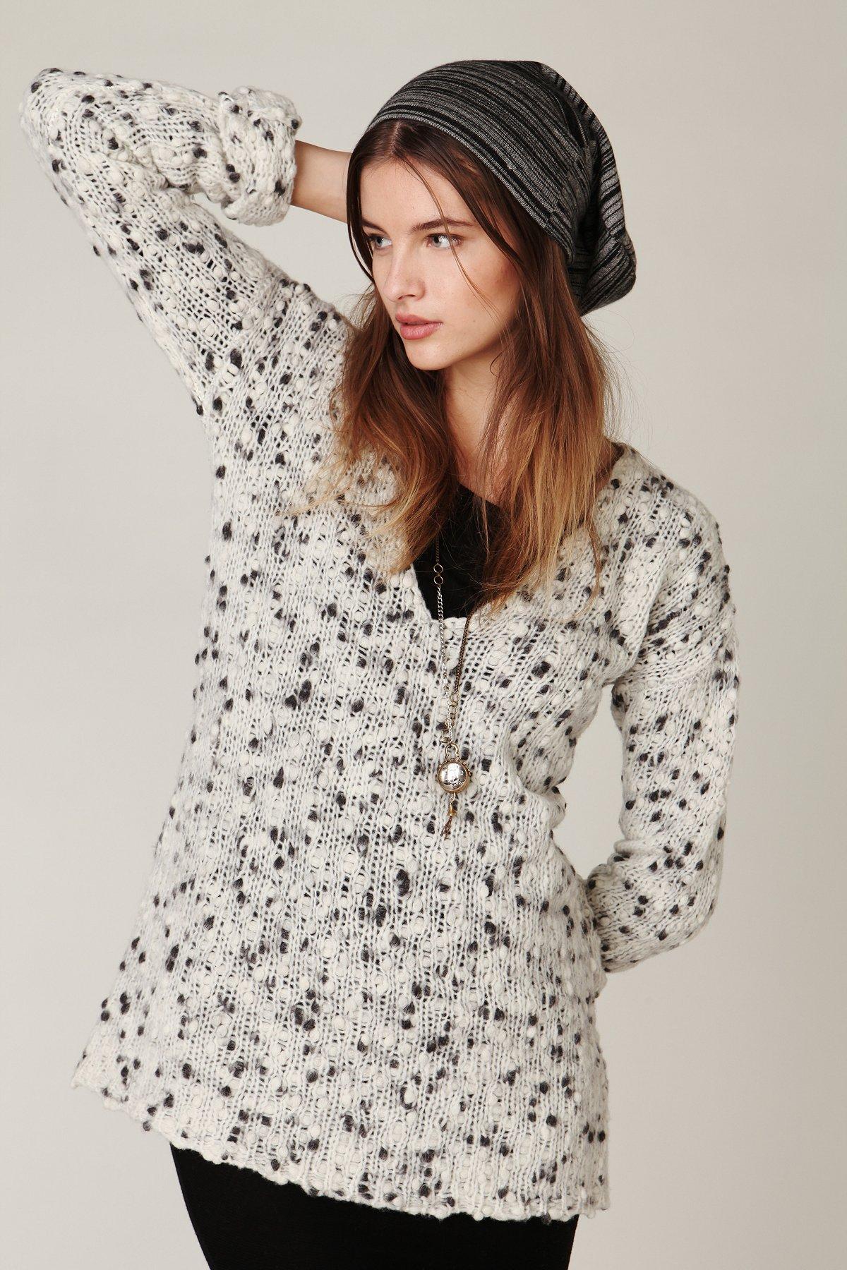 Dot V-Neck Pullover