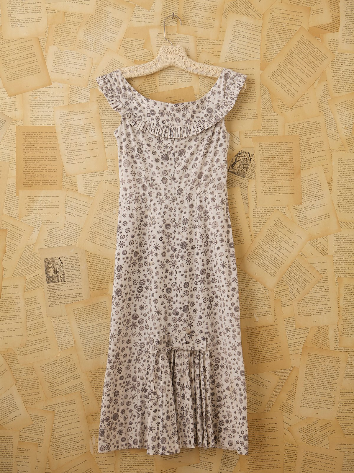 Vintage Ruffled Collar Dress