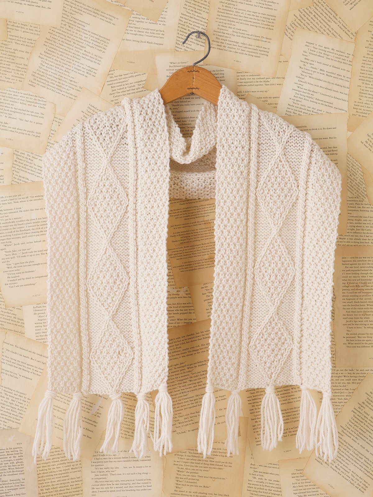 Vintage Cream Knit Scarf