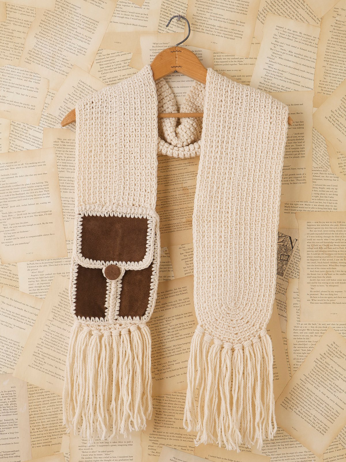 Vintage Cream Knit Scarf With Pocket