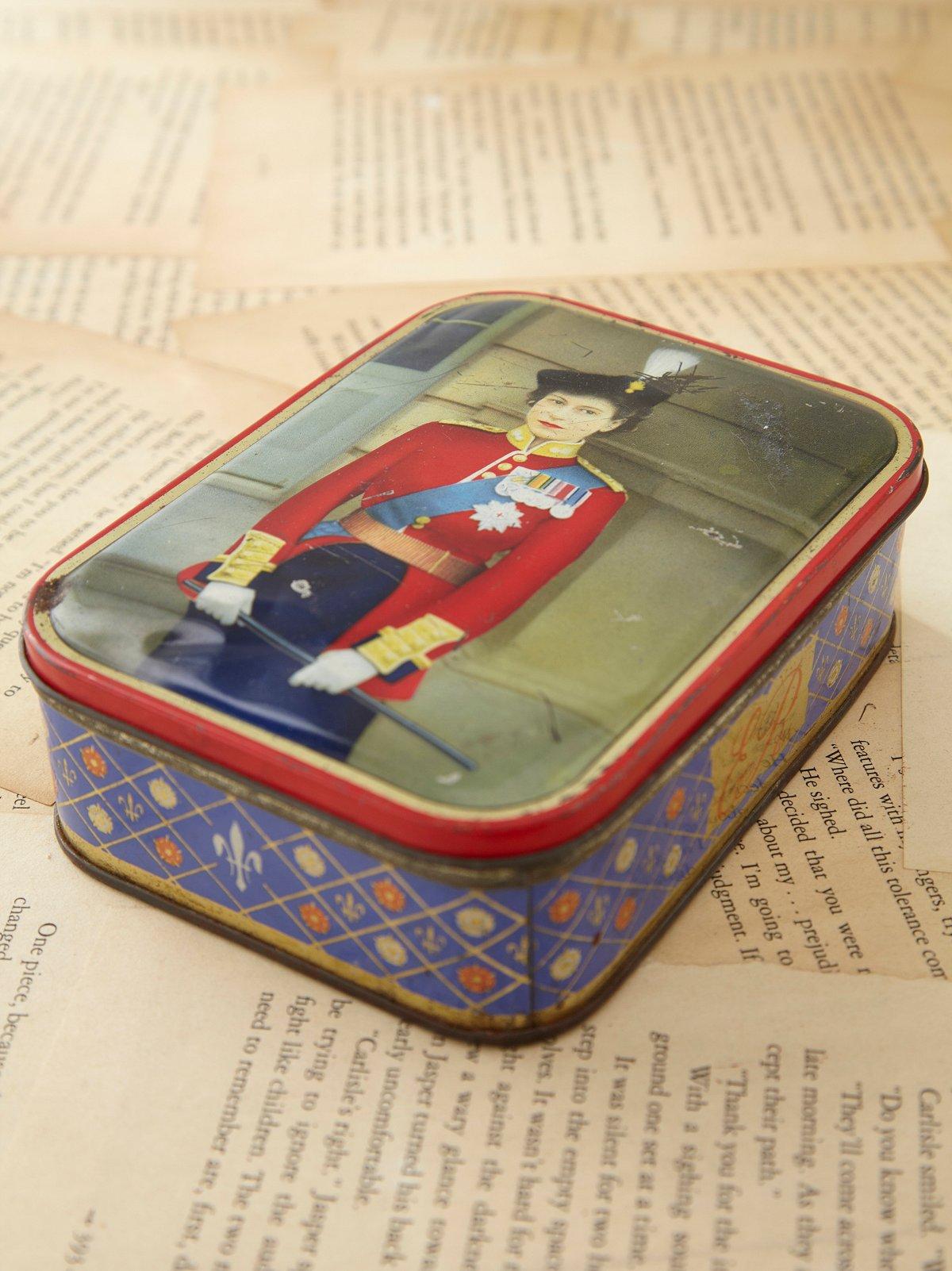 Vintage Queen Elizabeth Tin Box