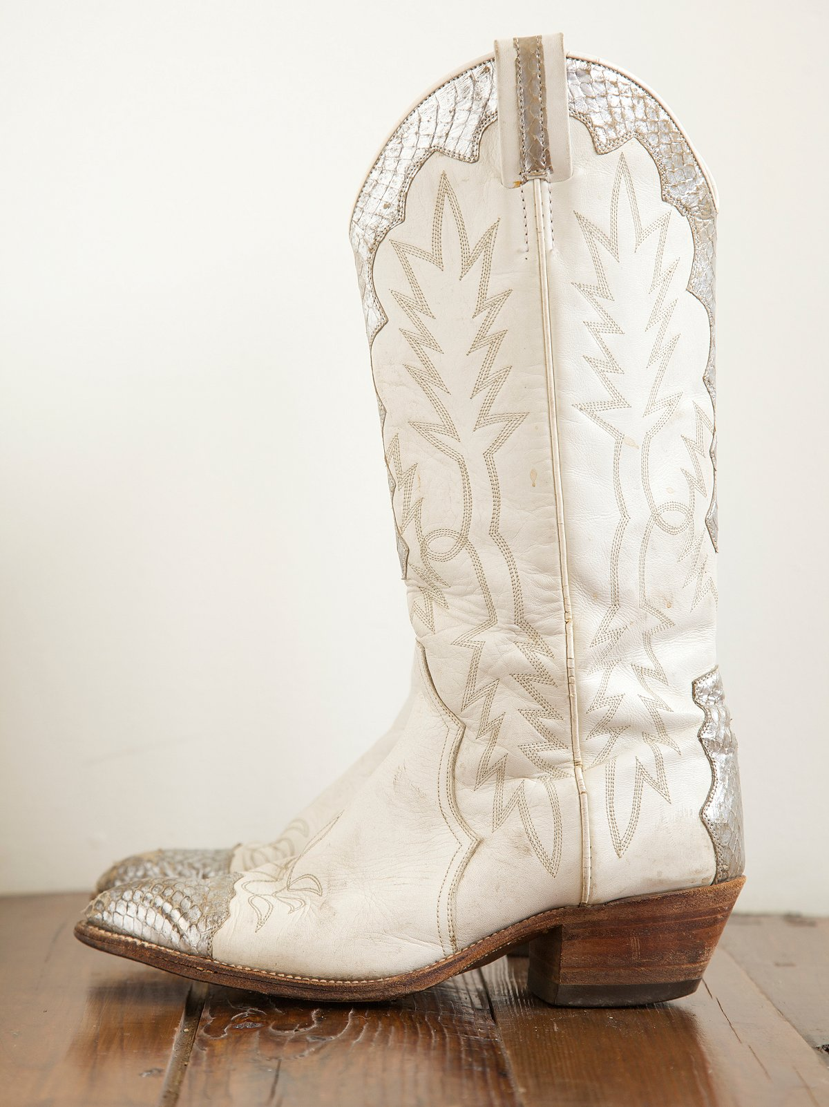 Vintage White Boots with Snakeskin