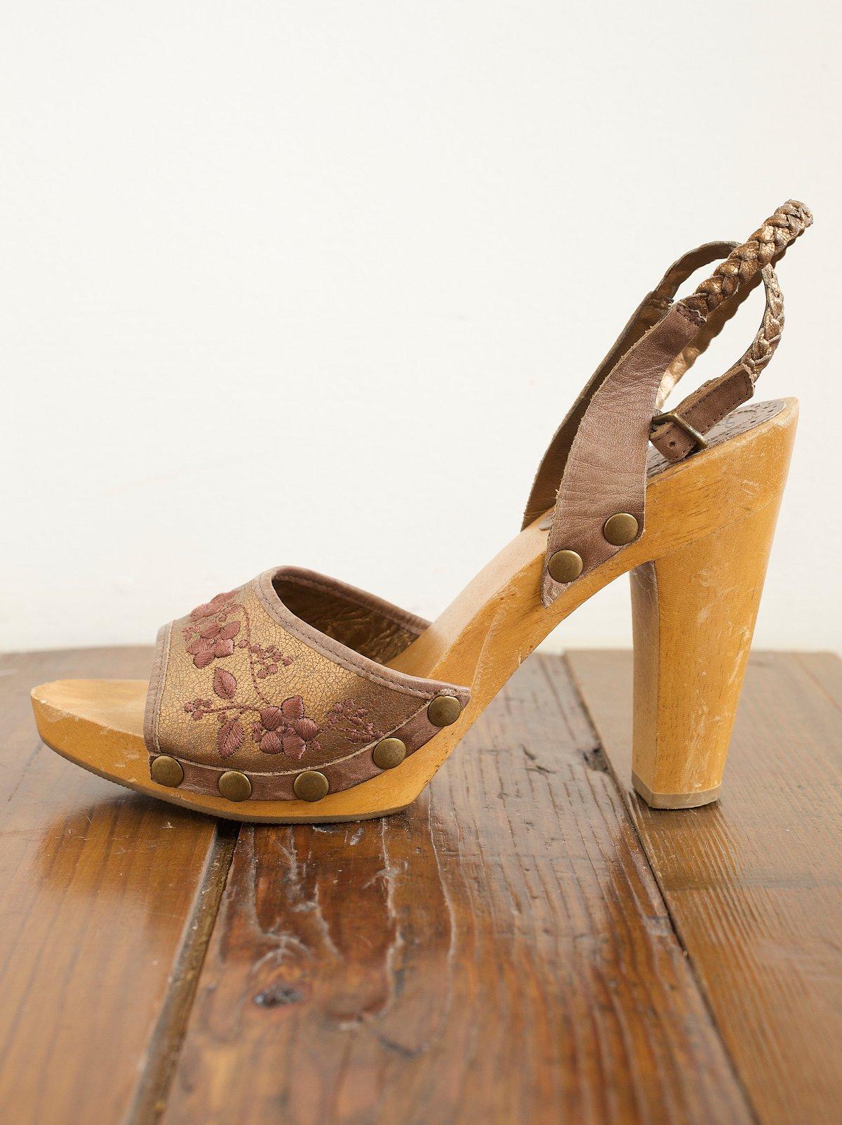 Vintage Wood Clogs With Heel