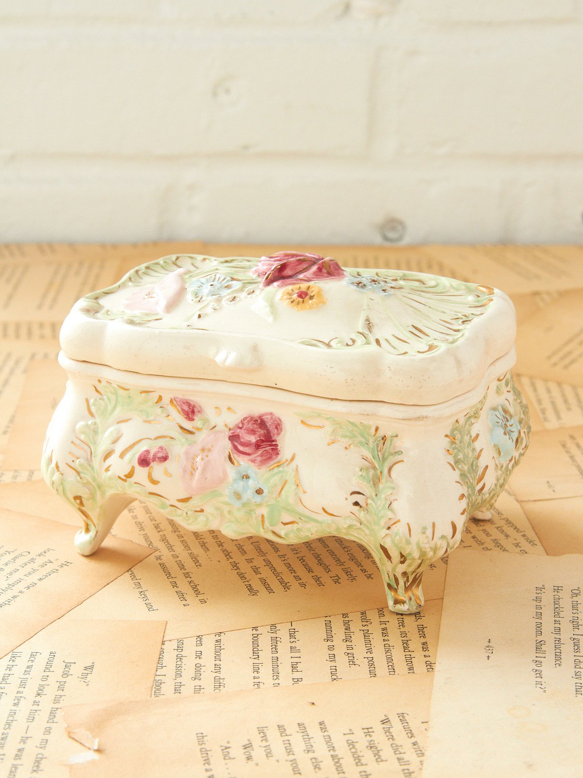 Vintage Flower Footed Jewerly Box