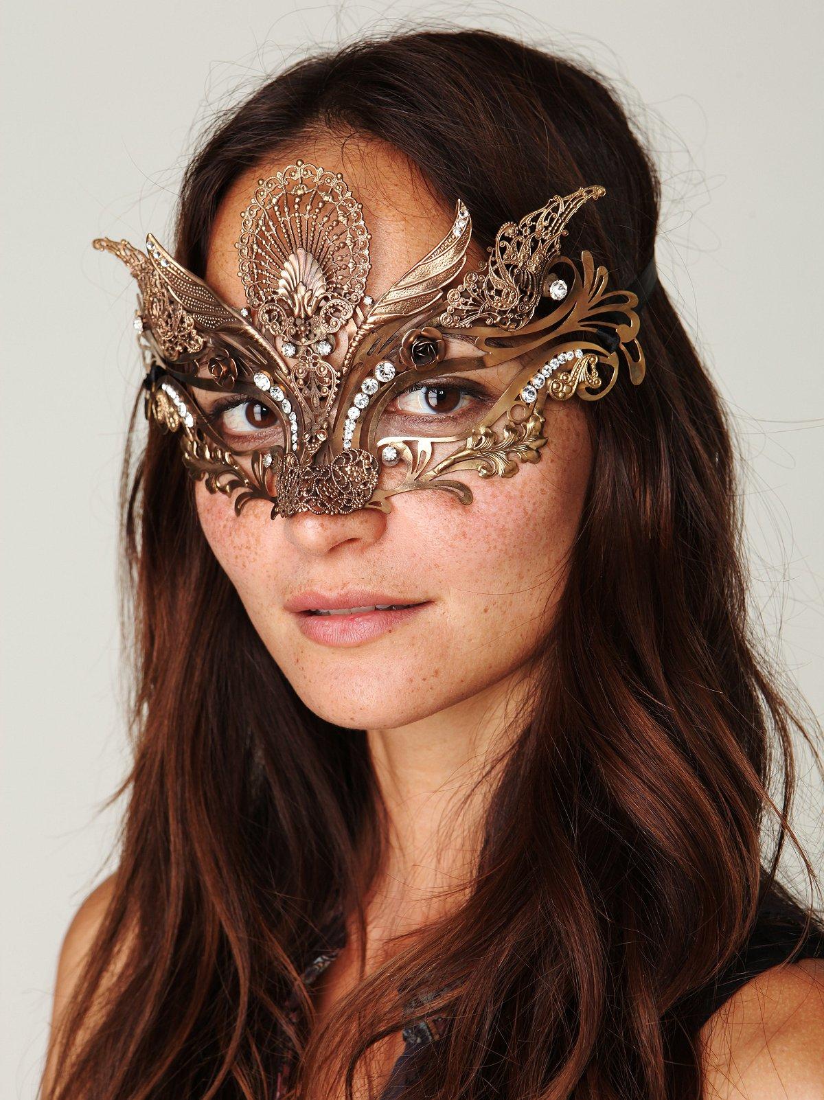 Voxhall Italian Mask