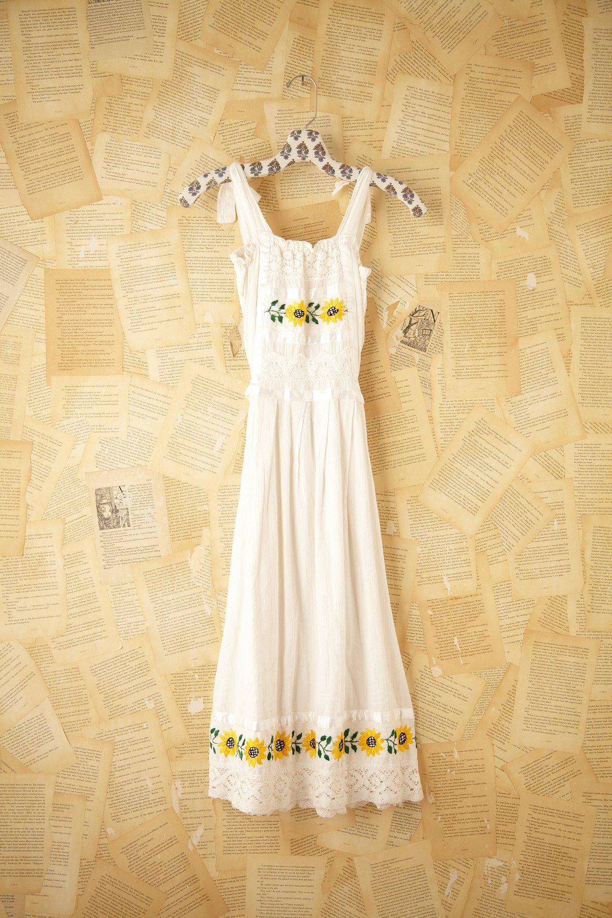Vintage Daisy Linen Dress