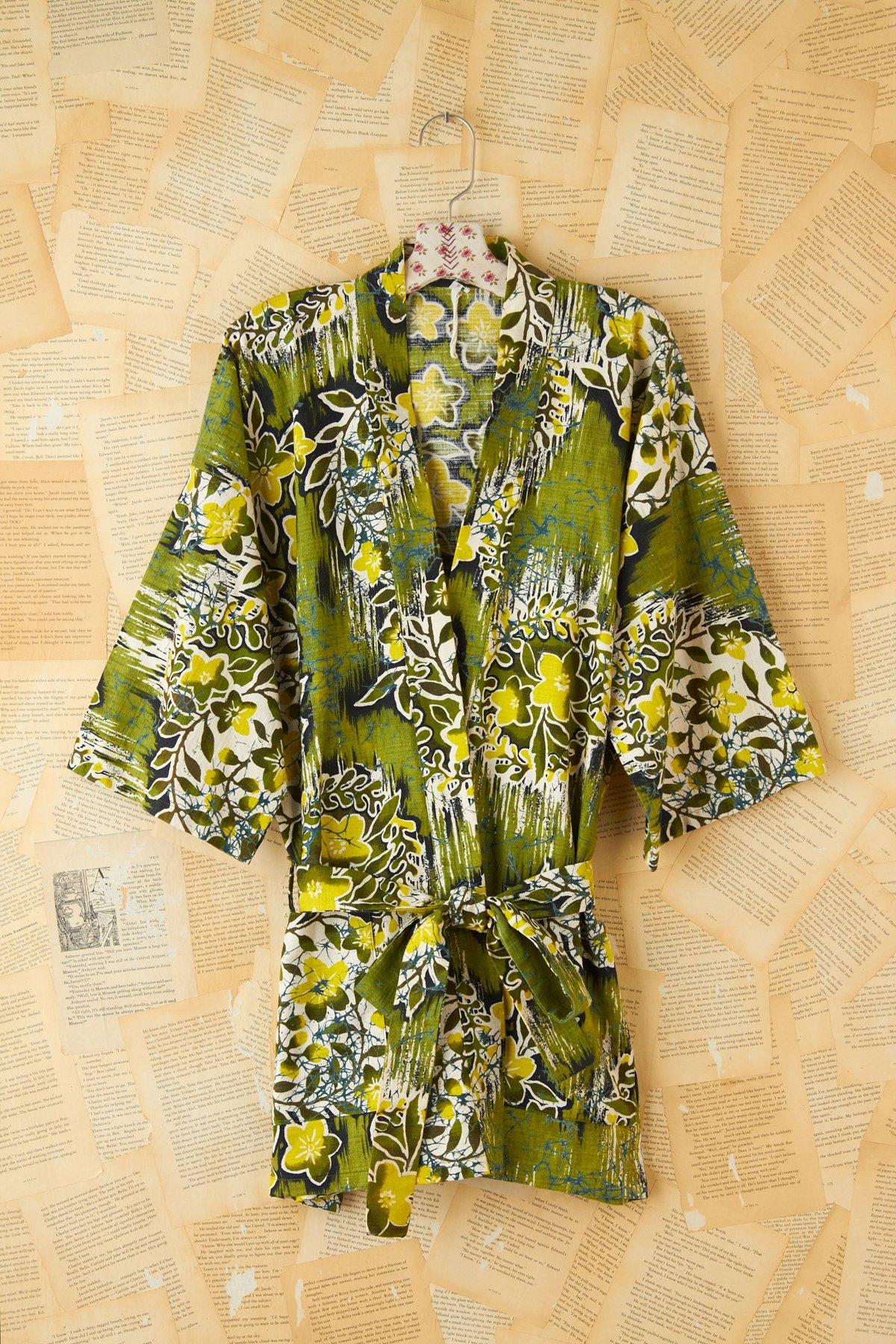 Vintage 1960s Green Hawaiian Printed Robe