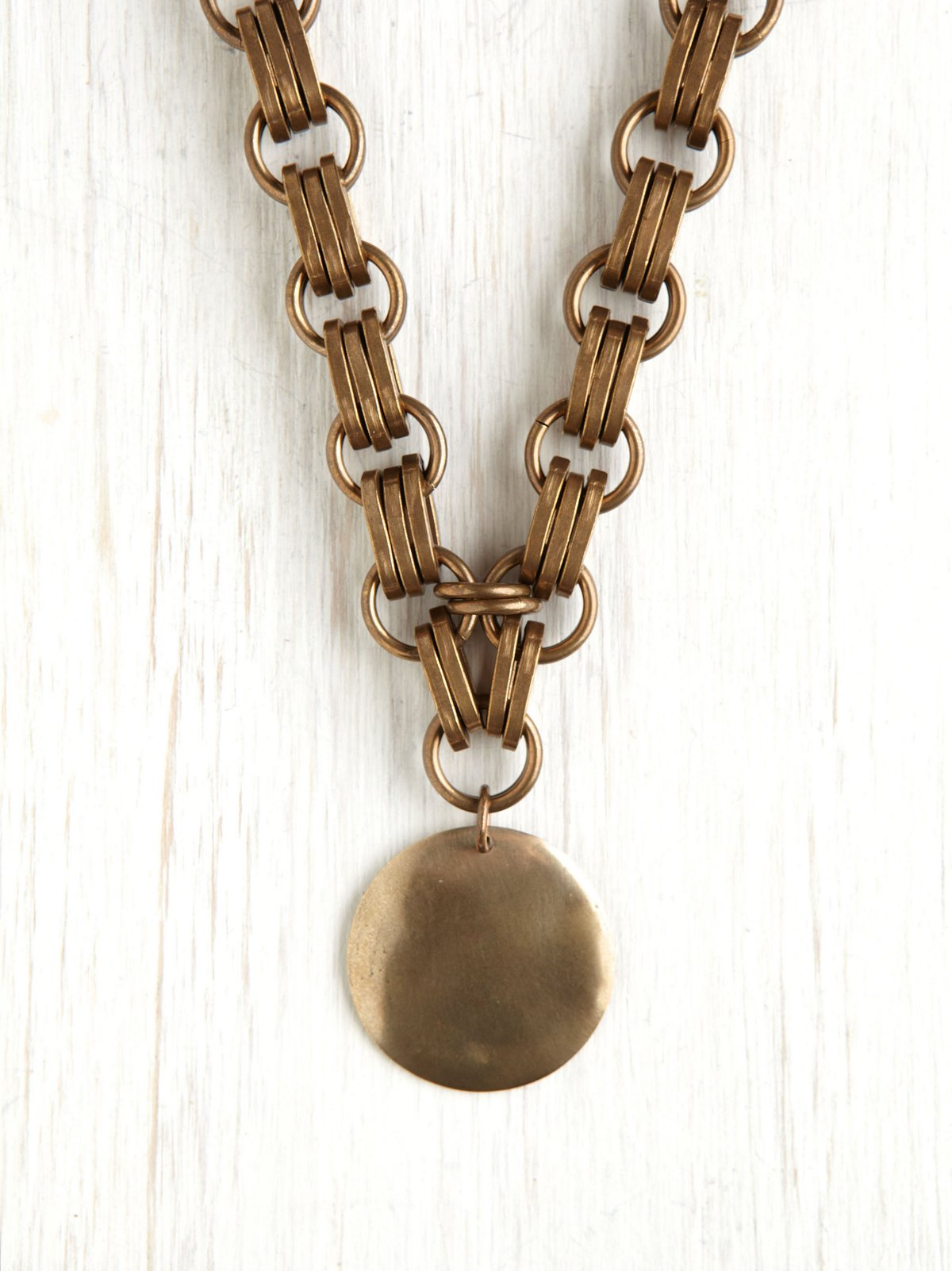 Heavy Chain Medallion