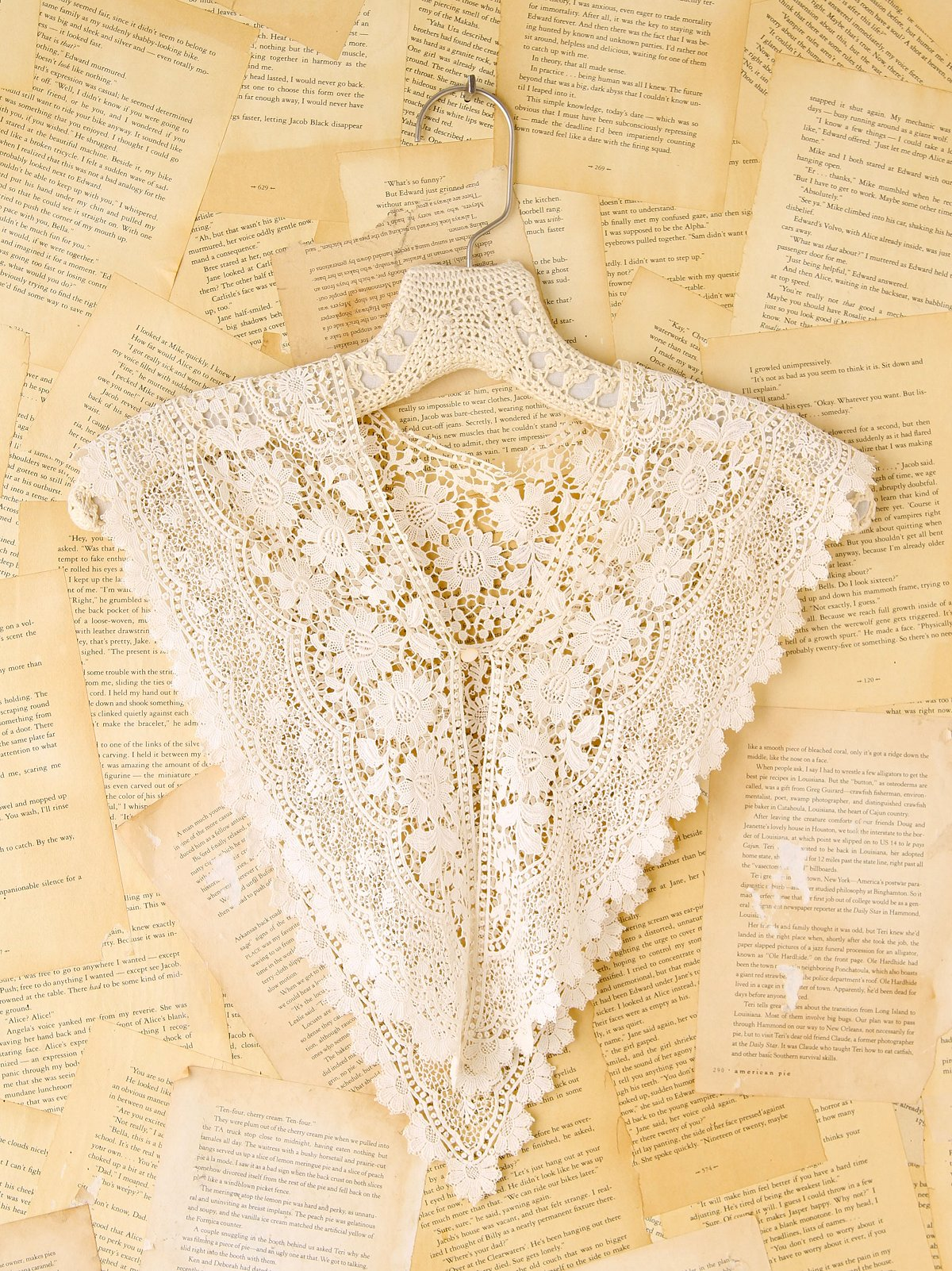 Vintage Scalloped Crochet Collar