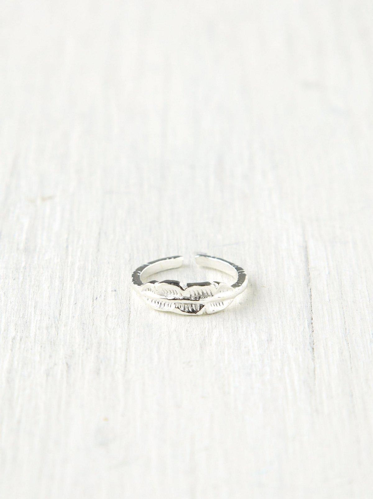 Motif Toe Ring