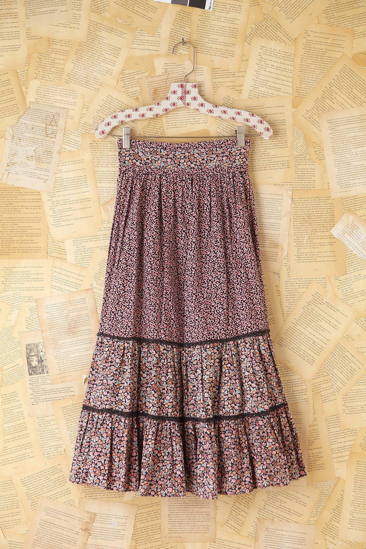 Vintage Floral Printed Tiered Skirt