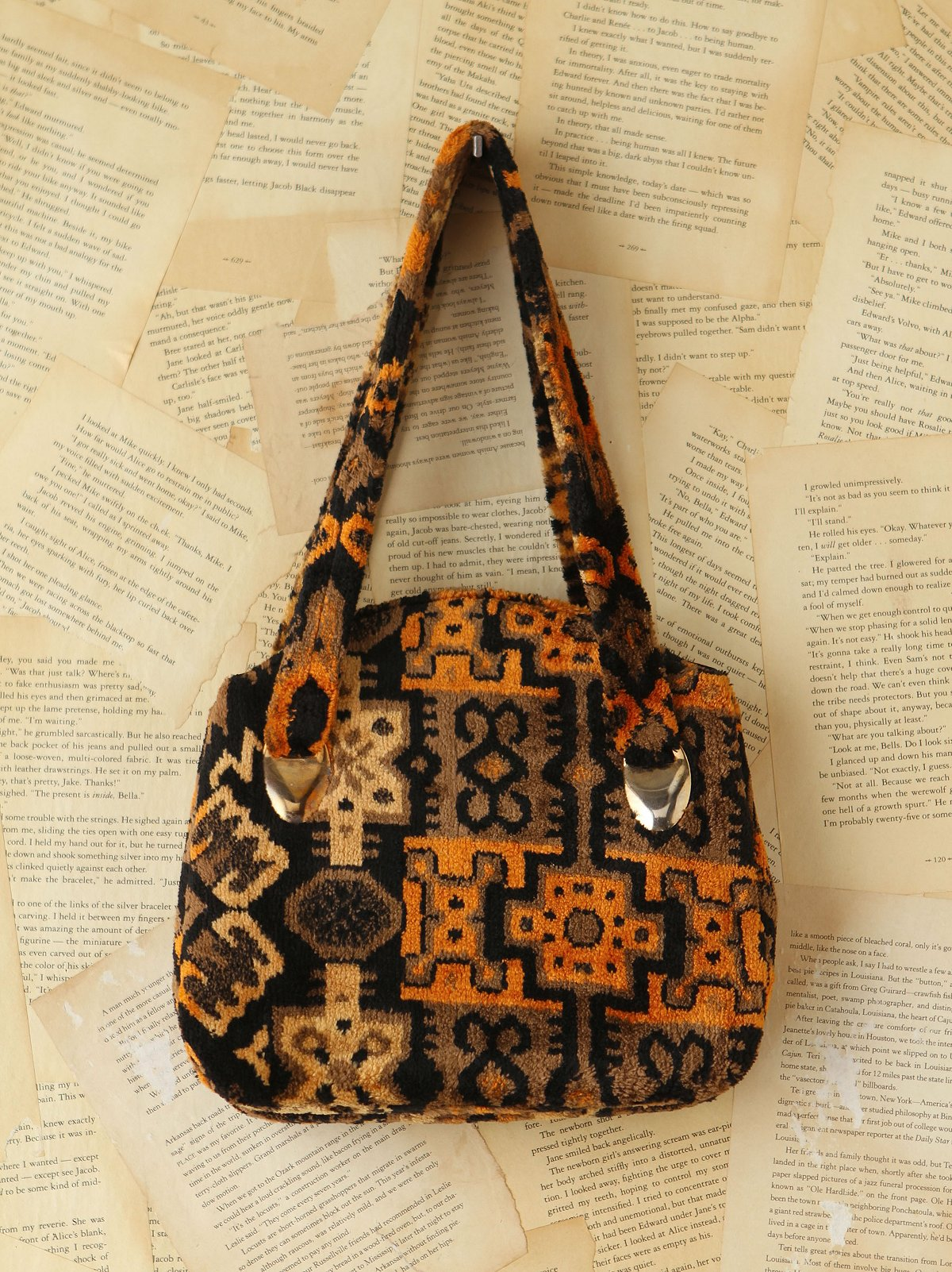 Vintage Patterned Plush Purse