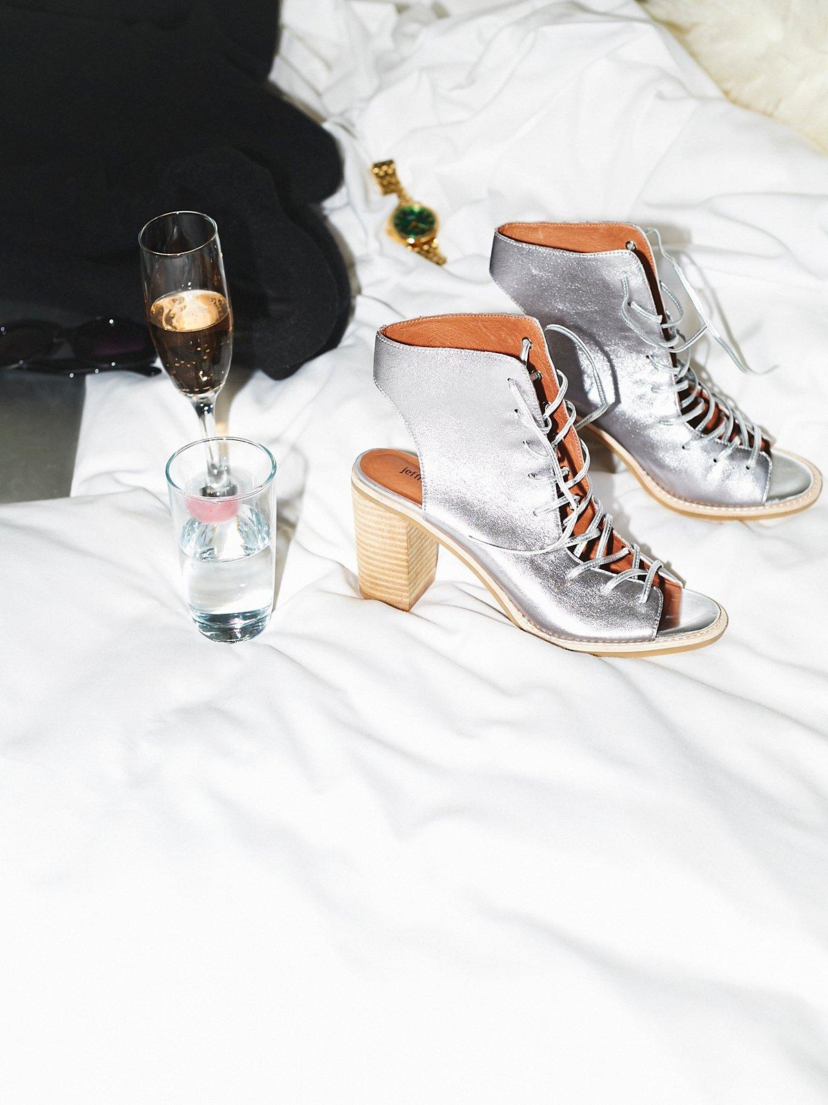 绑带高跟靴