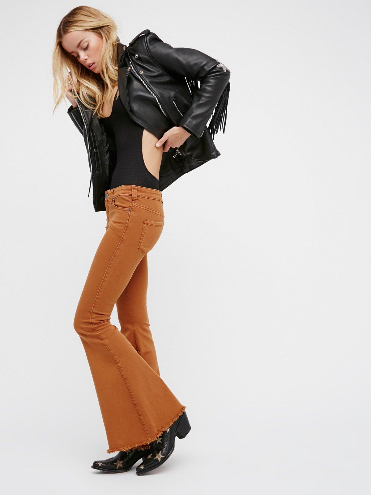 超低腰喇叭牛仔裤