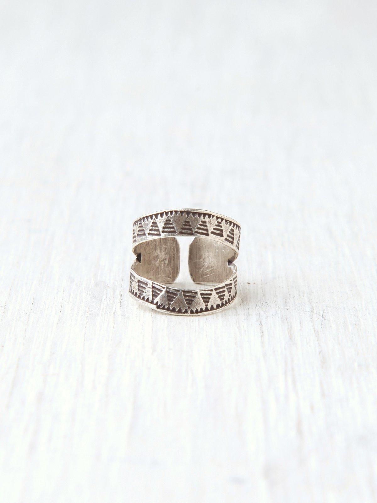 Veda Detail Ring