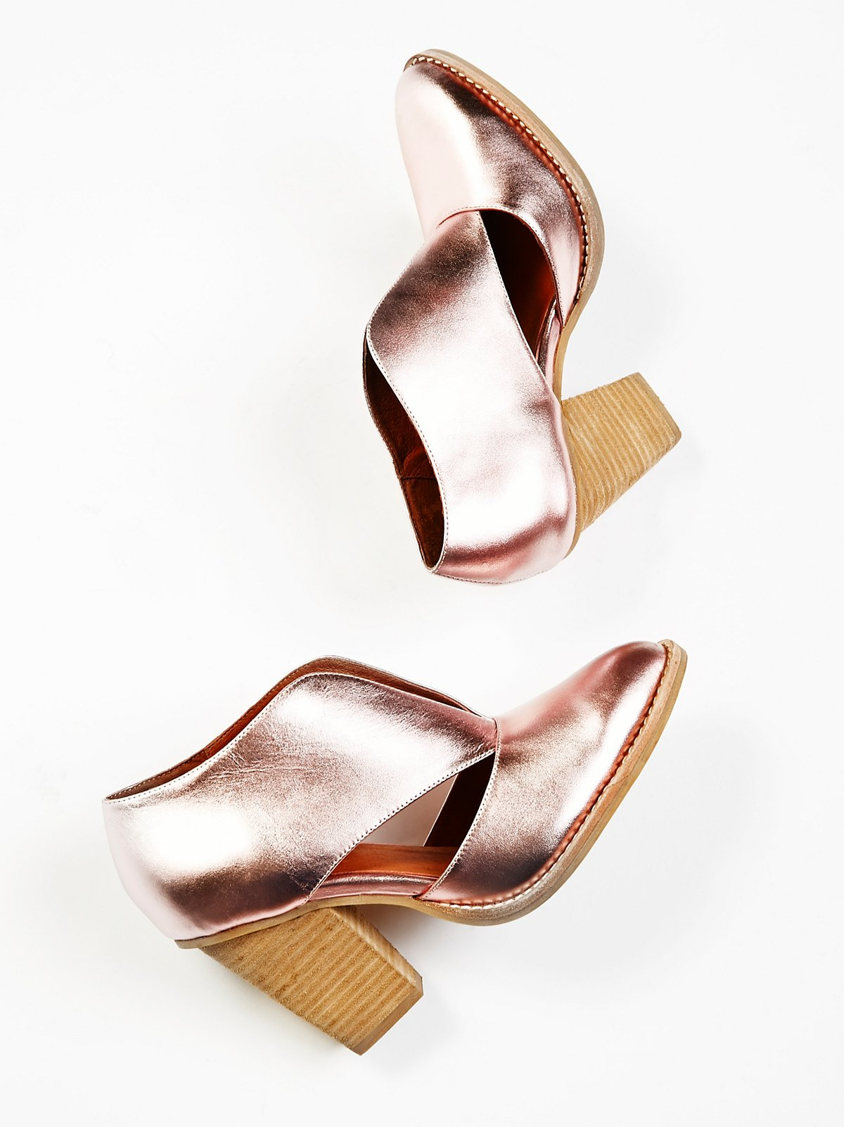 Metallic pink ankle boot