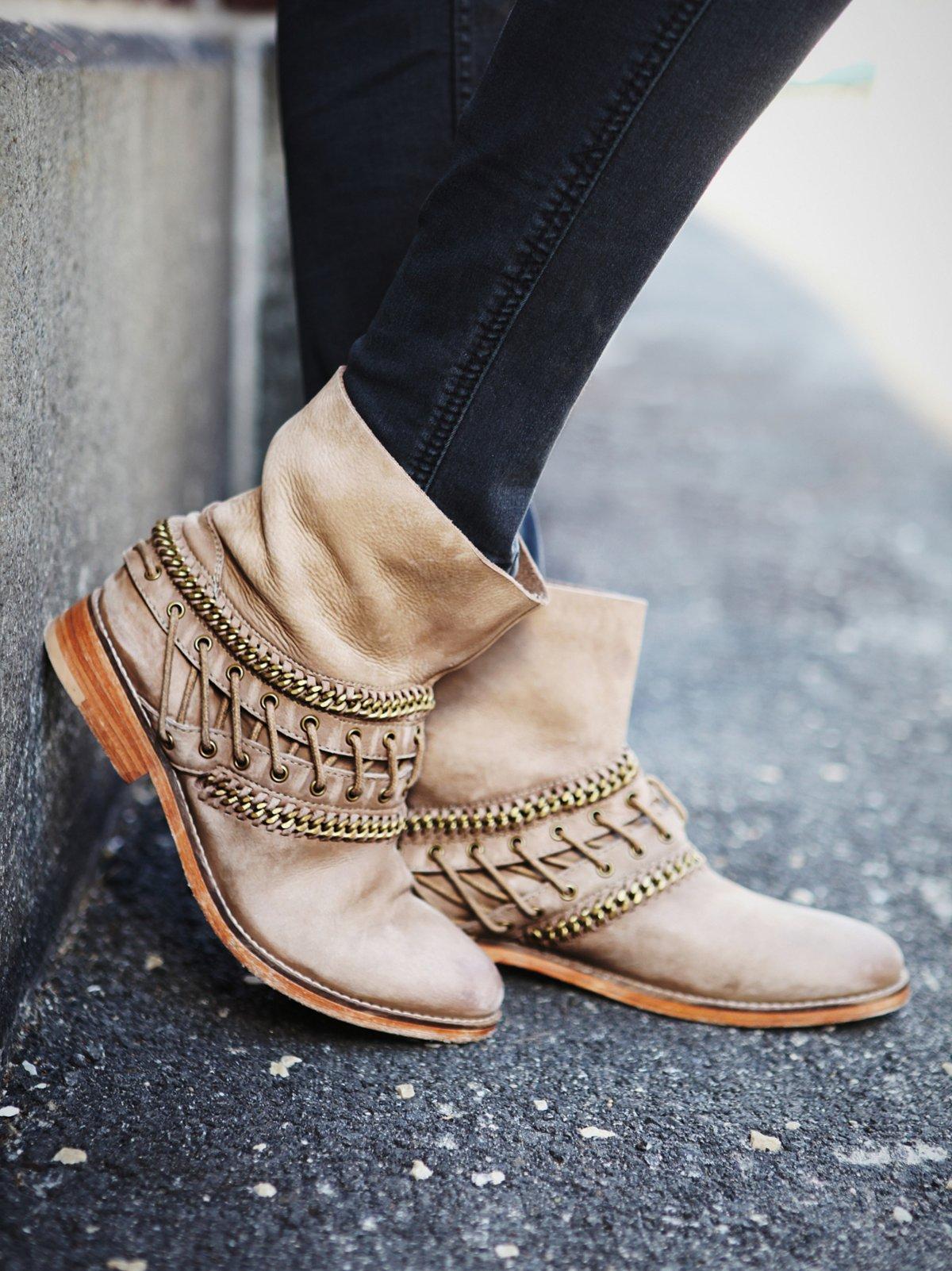 Wanderlove及踝靴