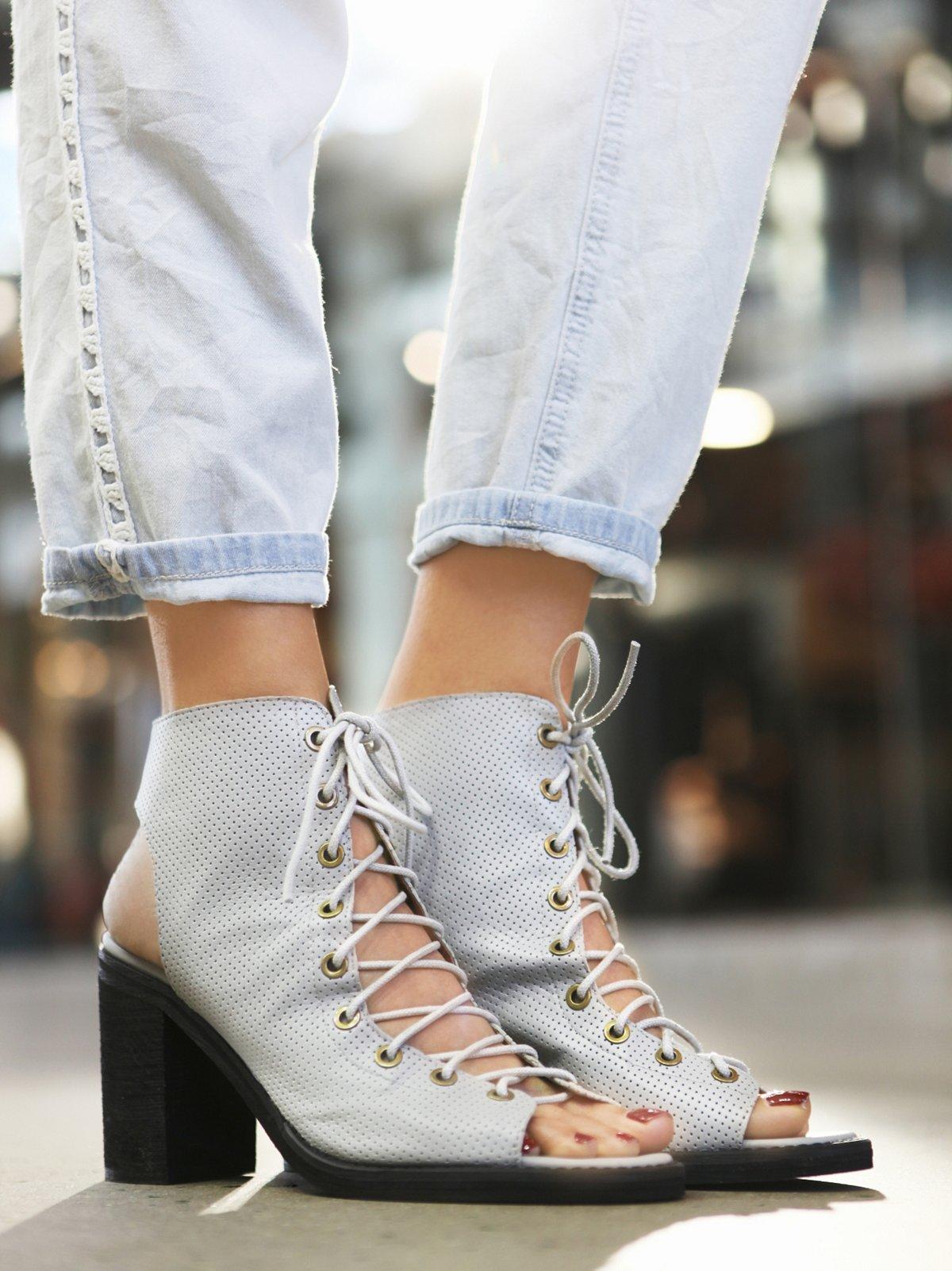 网眼绑带高跟鞋
