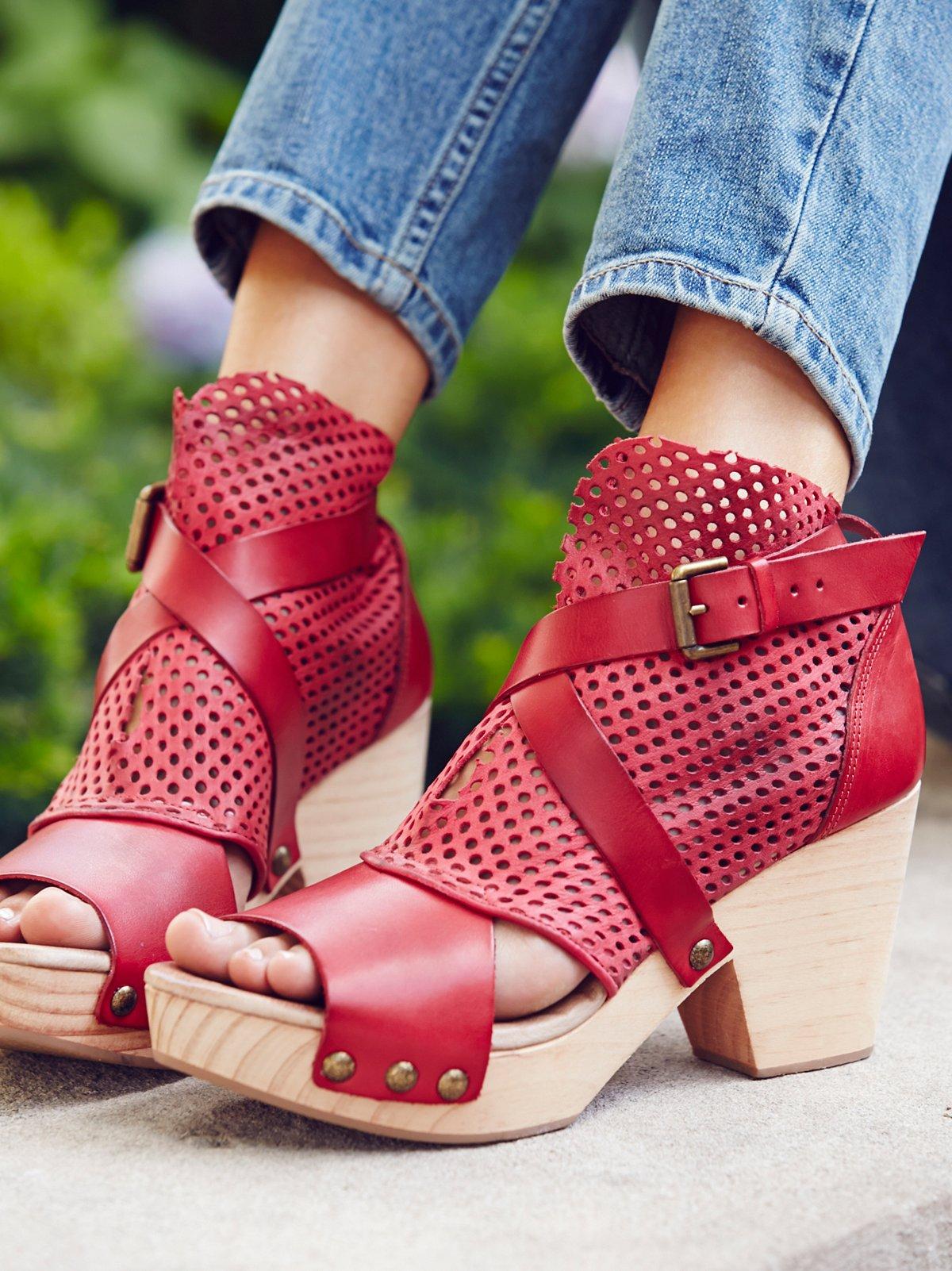 Rendering绒面革木底鞋