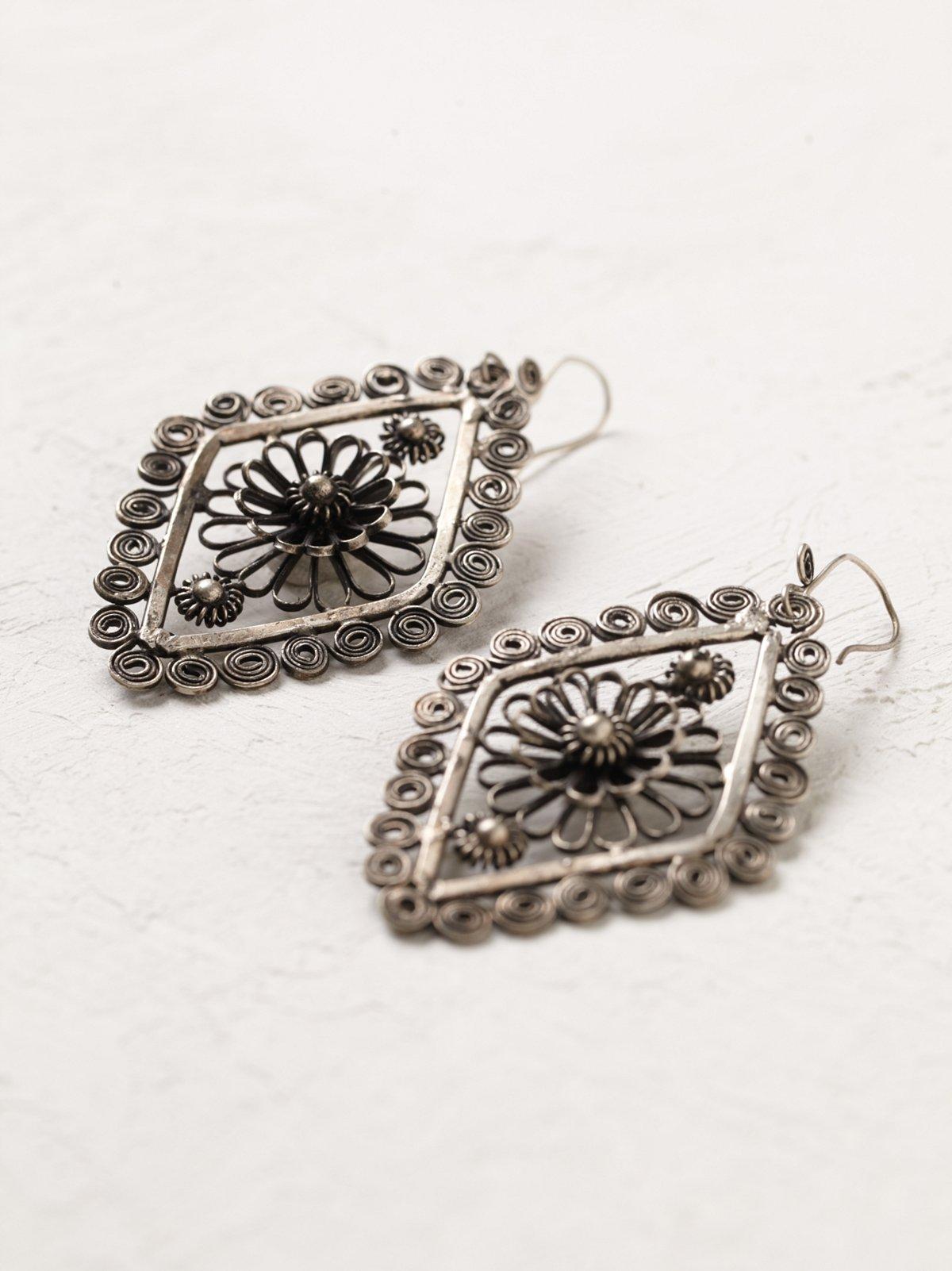 Vintage Metal Flower Earrings