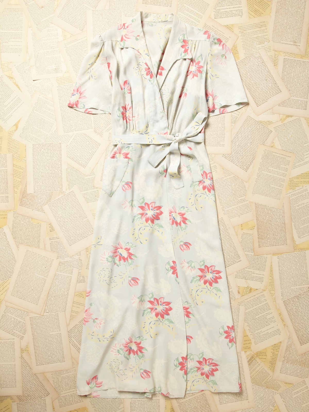 Vintage 1970s Silky Floral Robe