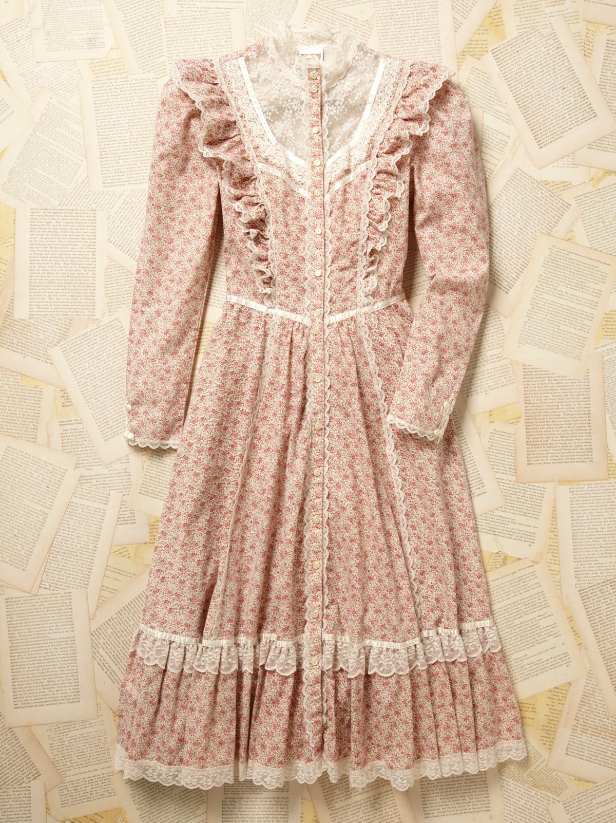 Vintage 1970s Gunne Sax Floral Ruffle Neck Dress