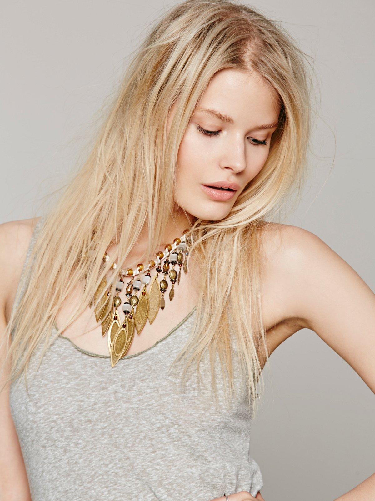 Nazari Pau Crochet Leaves Necklace