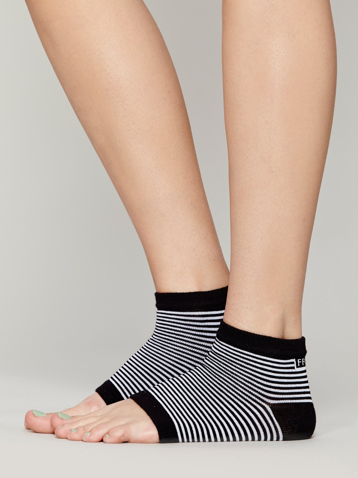 Free Toes Yoga Sock