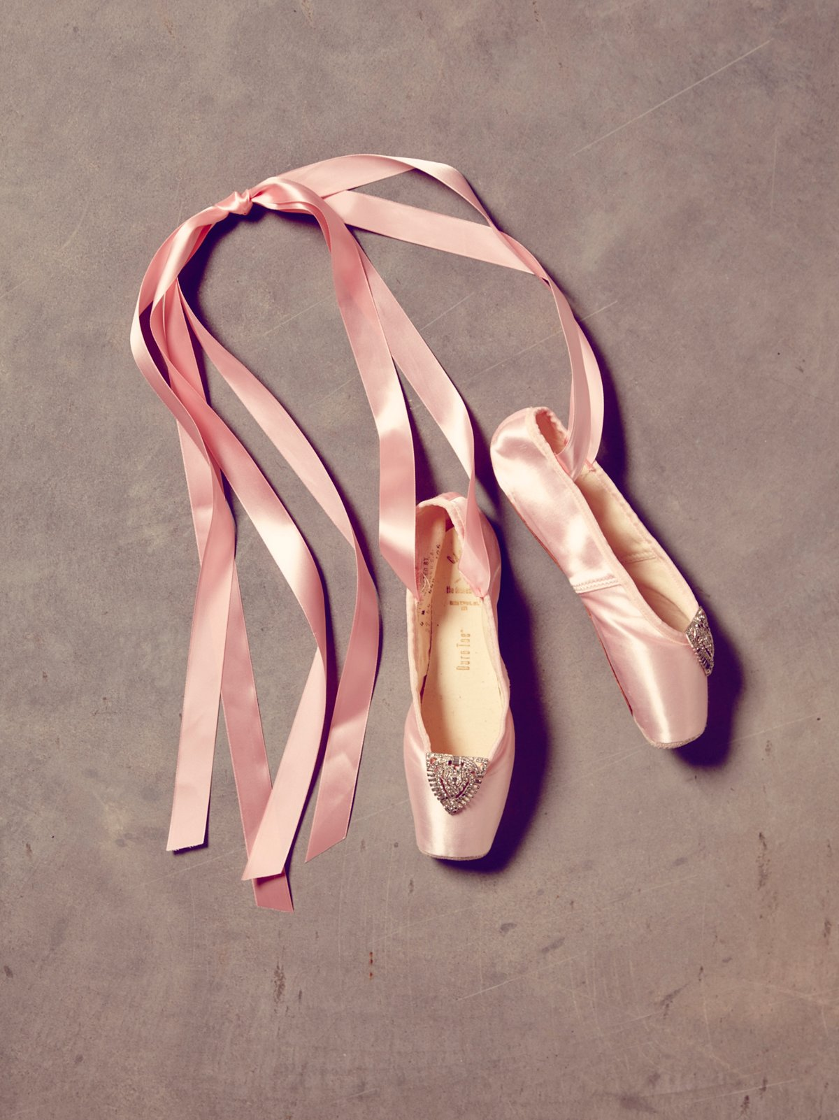 Vintage Pointe Shoes with Clips