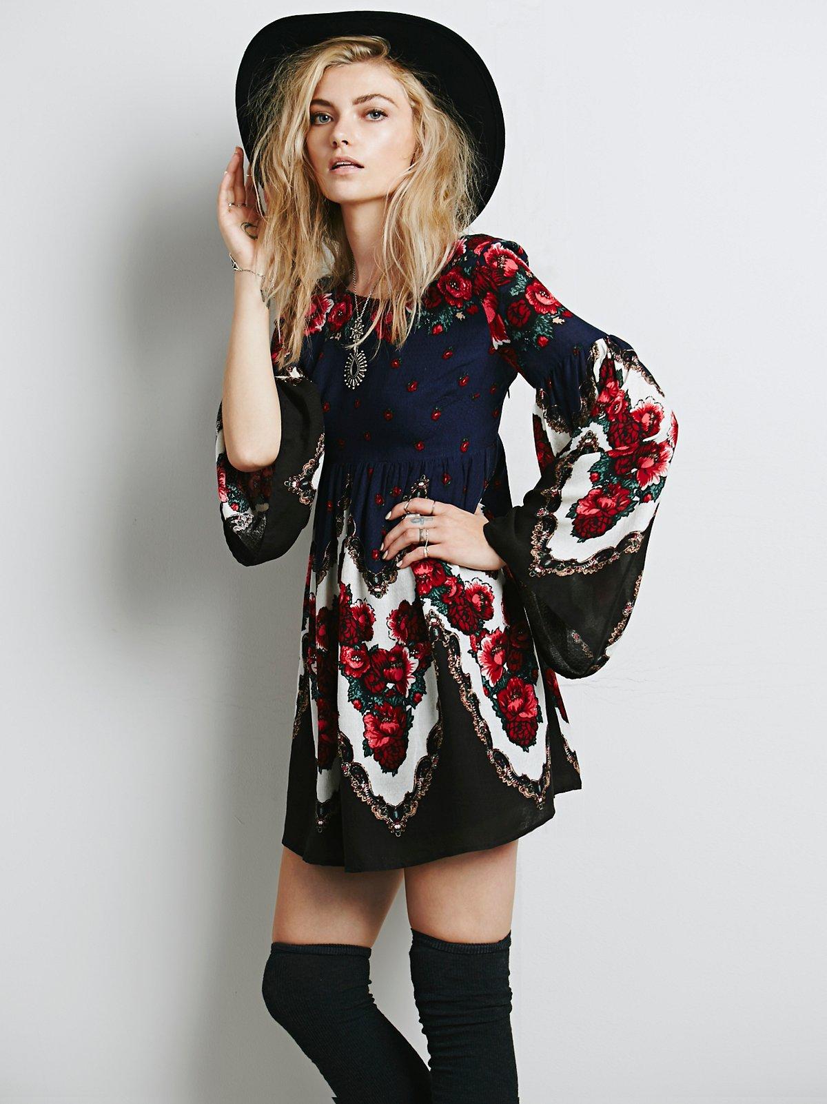 Free Falling Tapestry Print Dress