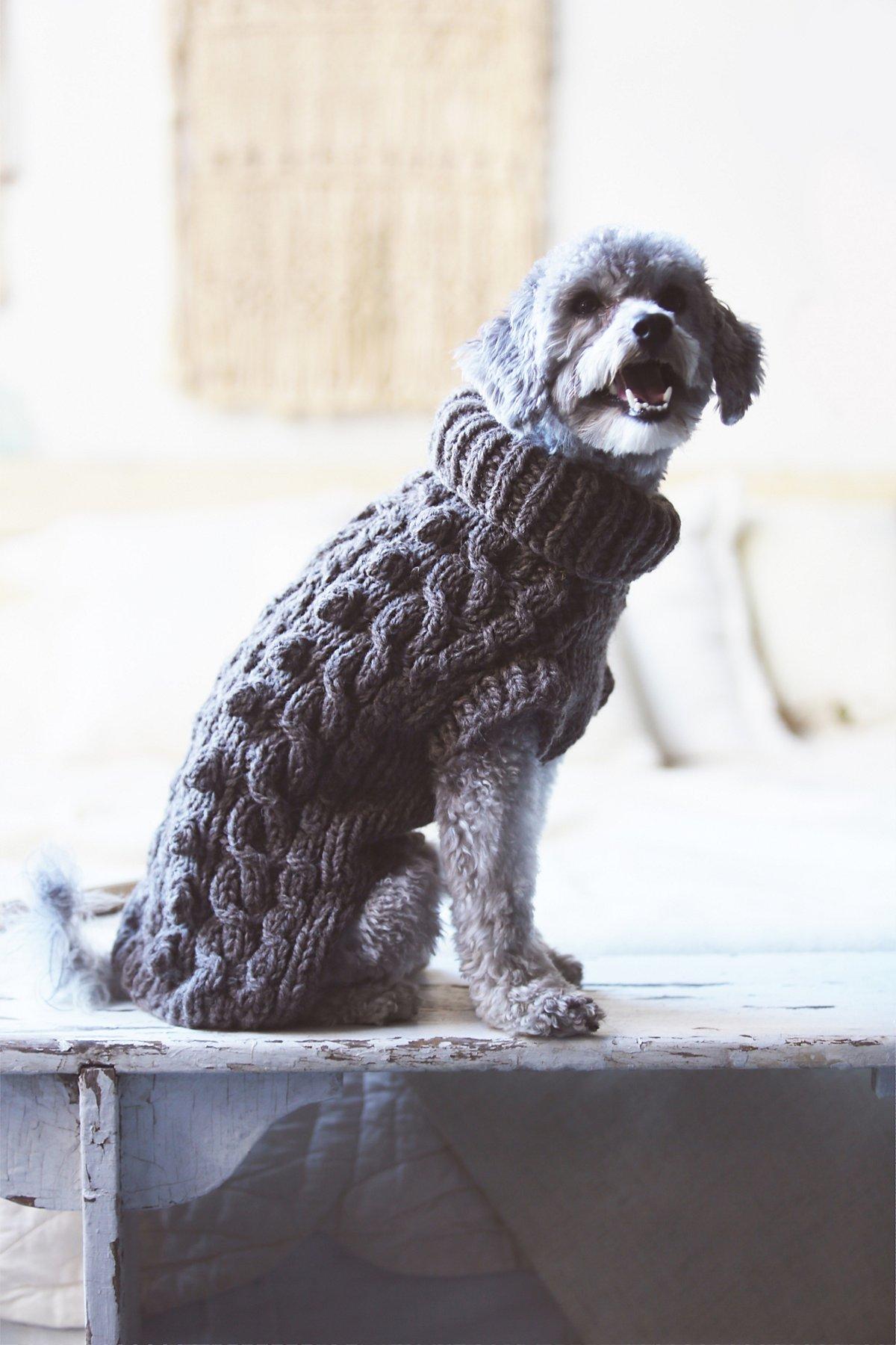 绞花针织高领毛衣