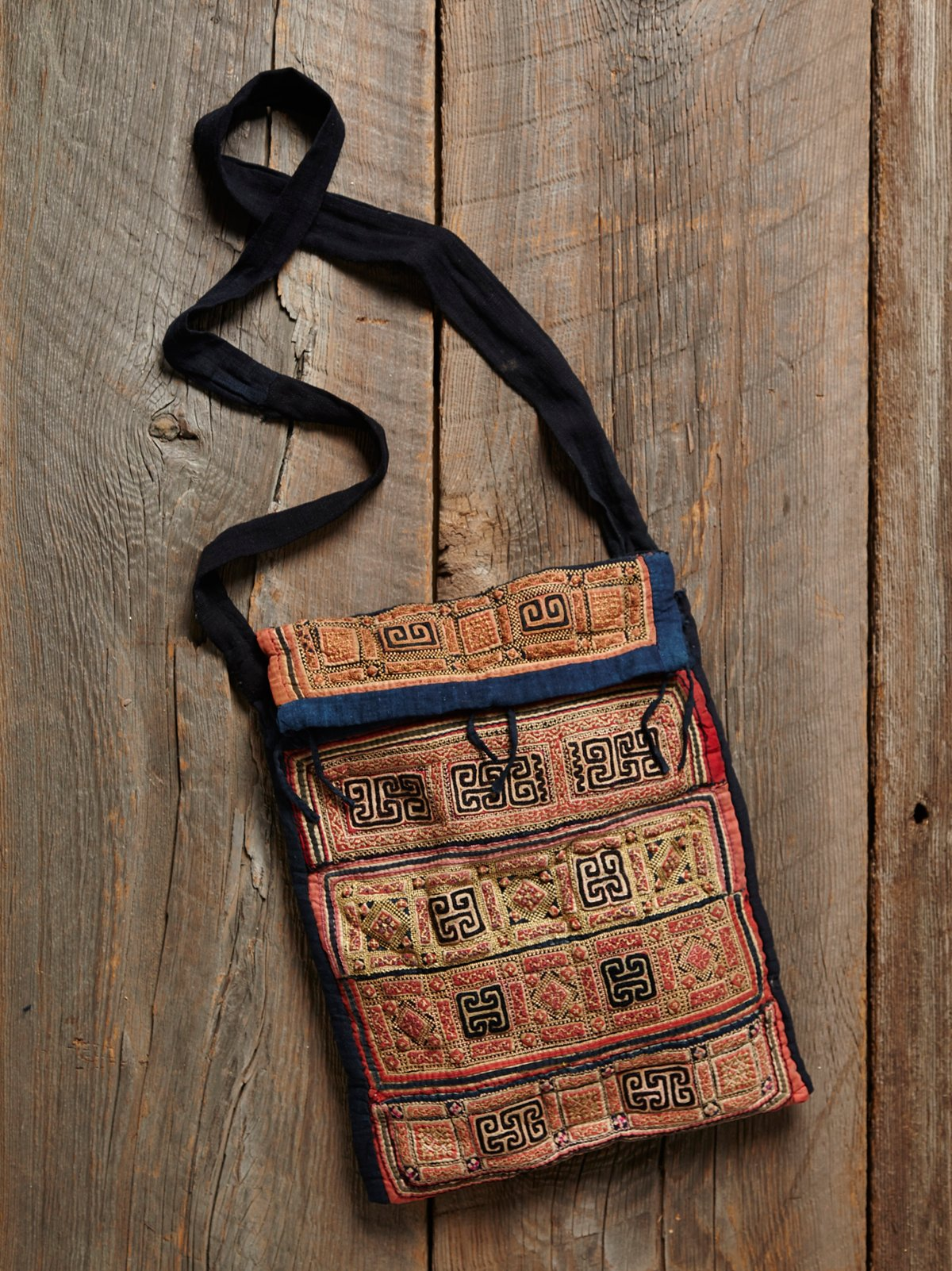 Vintage Embroidered Shoulder Bag