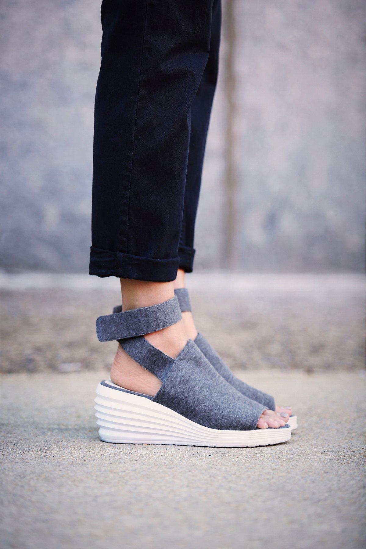 坡跟运动鞋