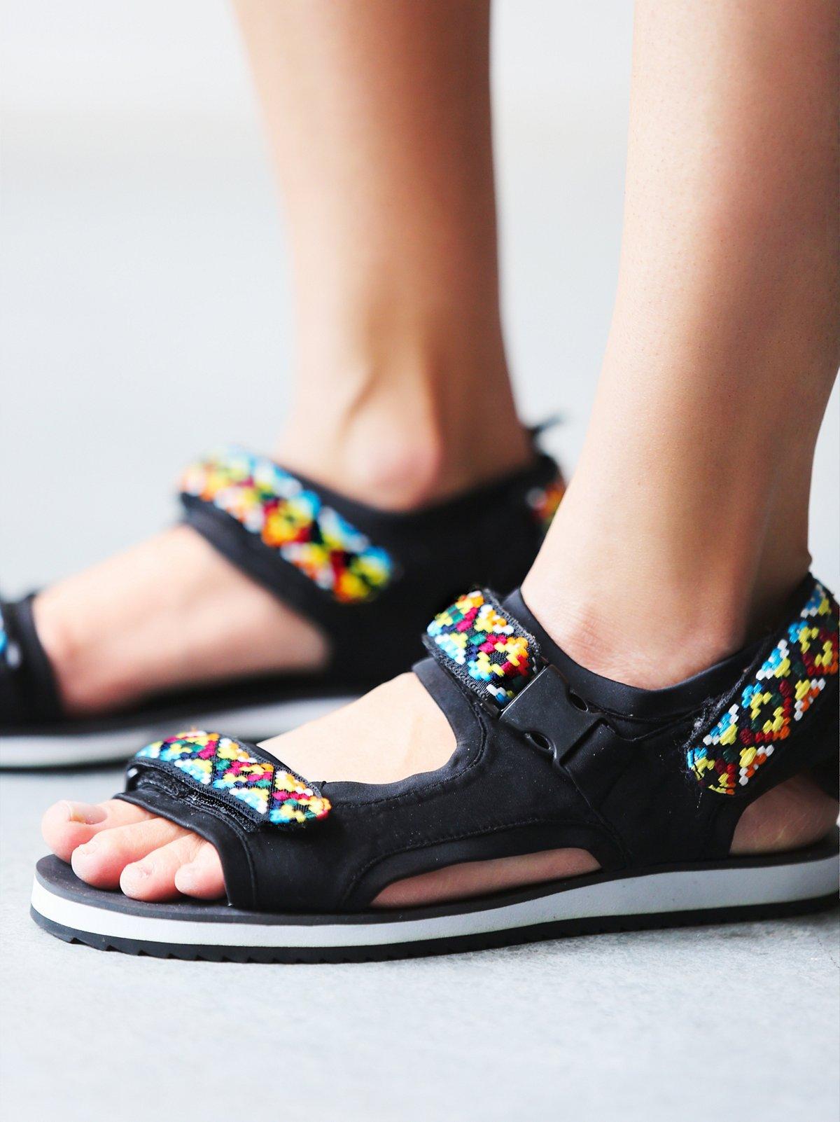 Boundary Falls凉鞋