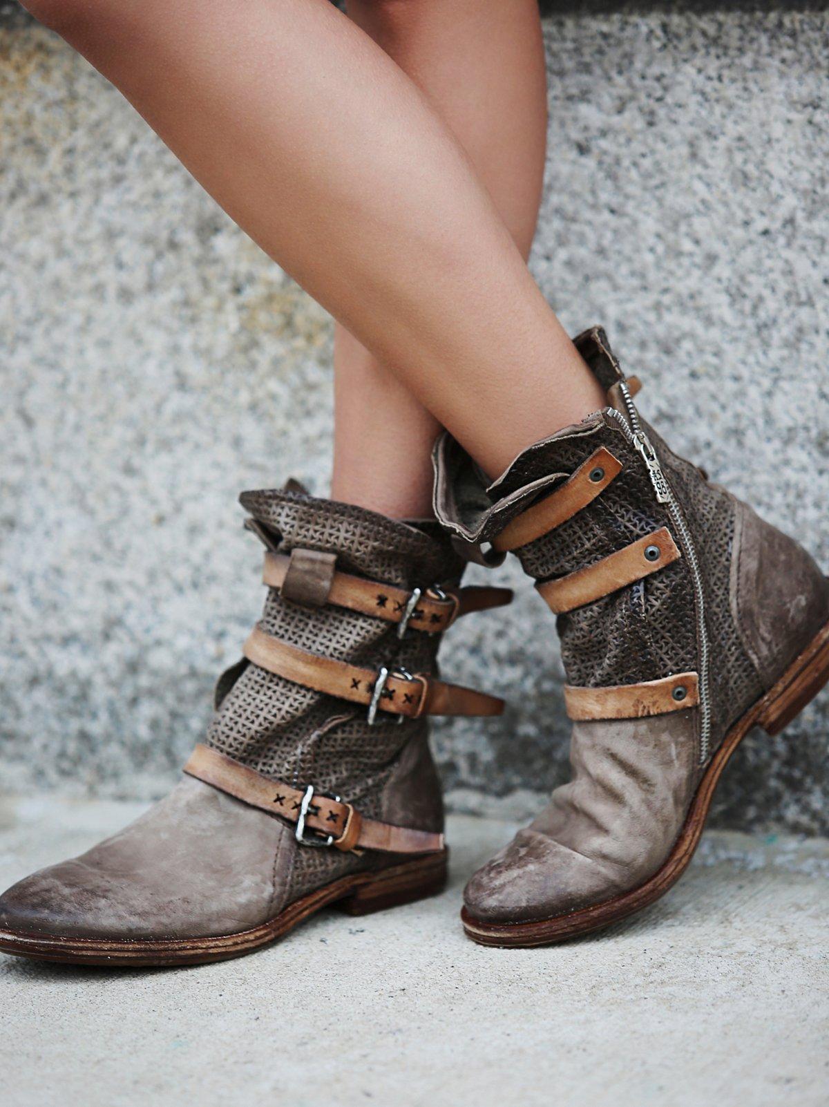Topanga搭扣靴