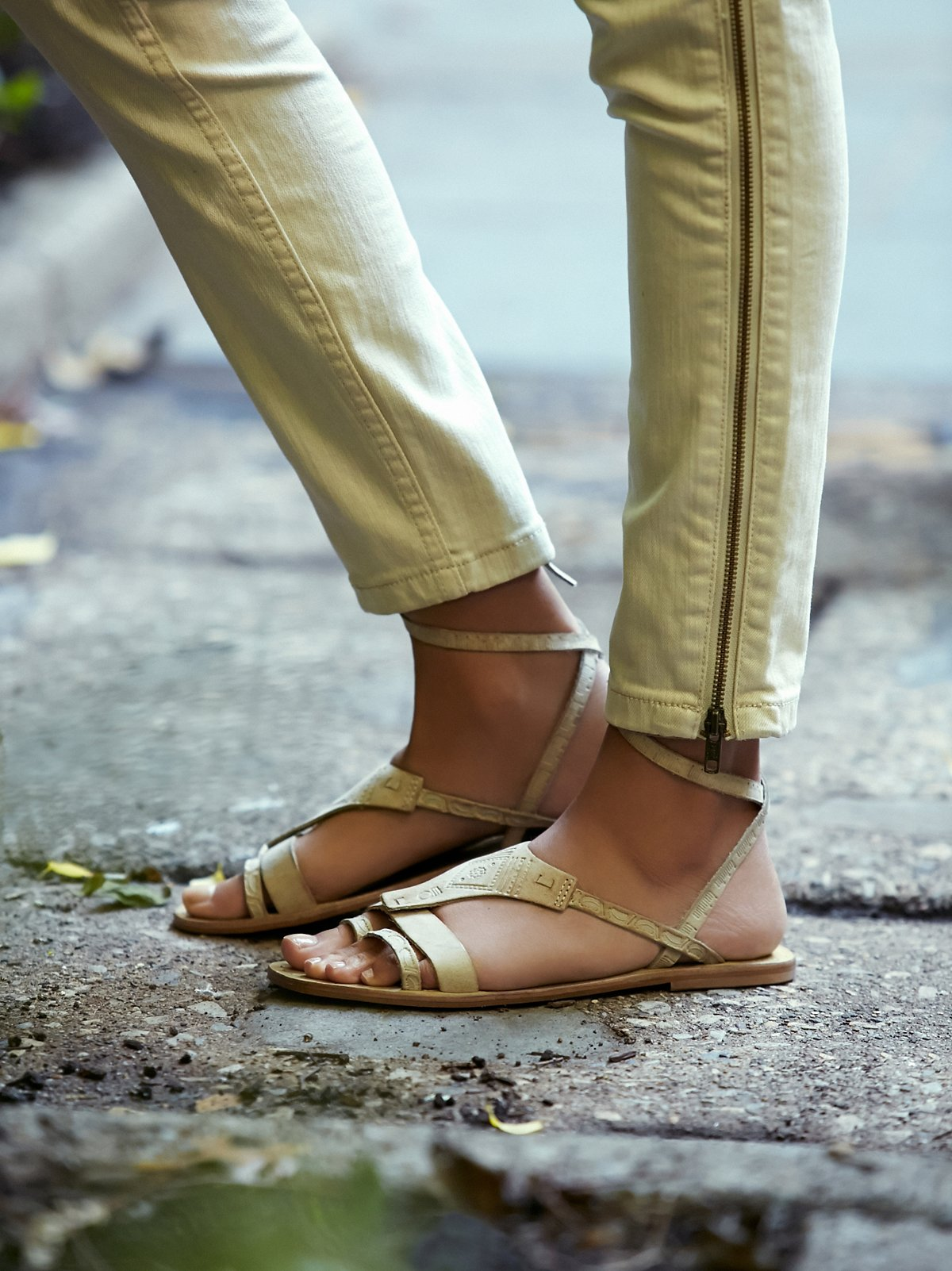 Oliviera系带凉鞋