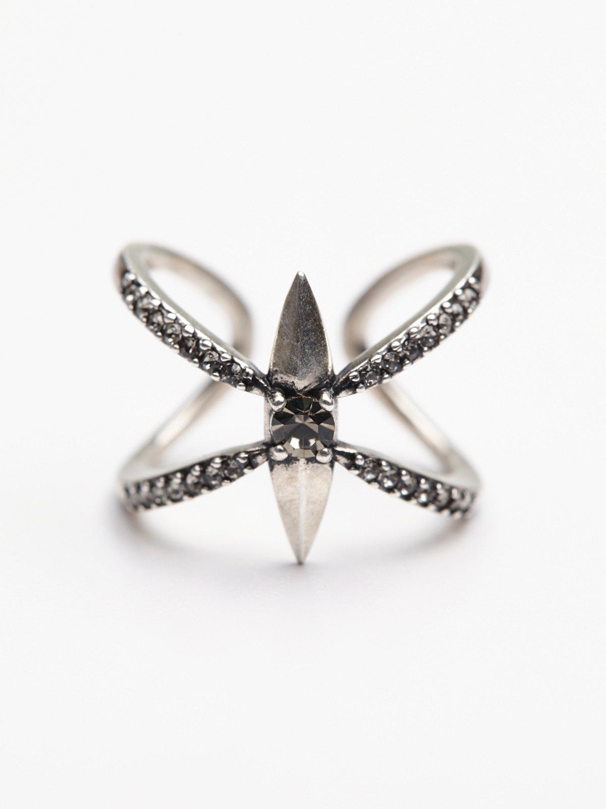 花瓣尖头戒指