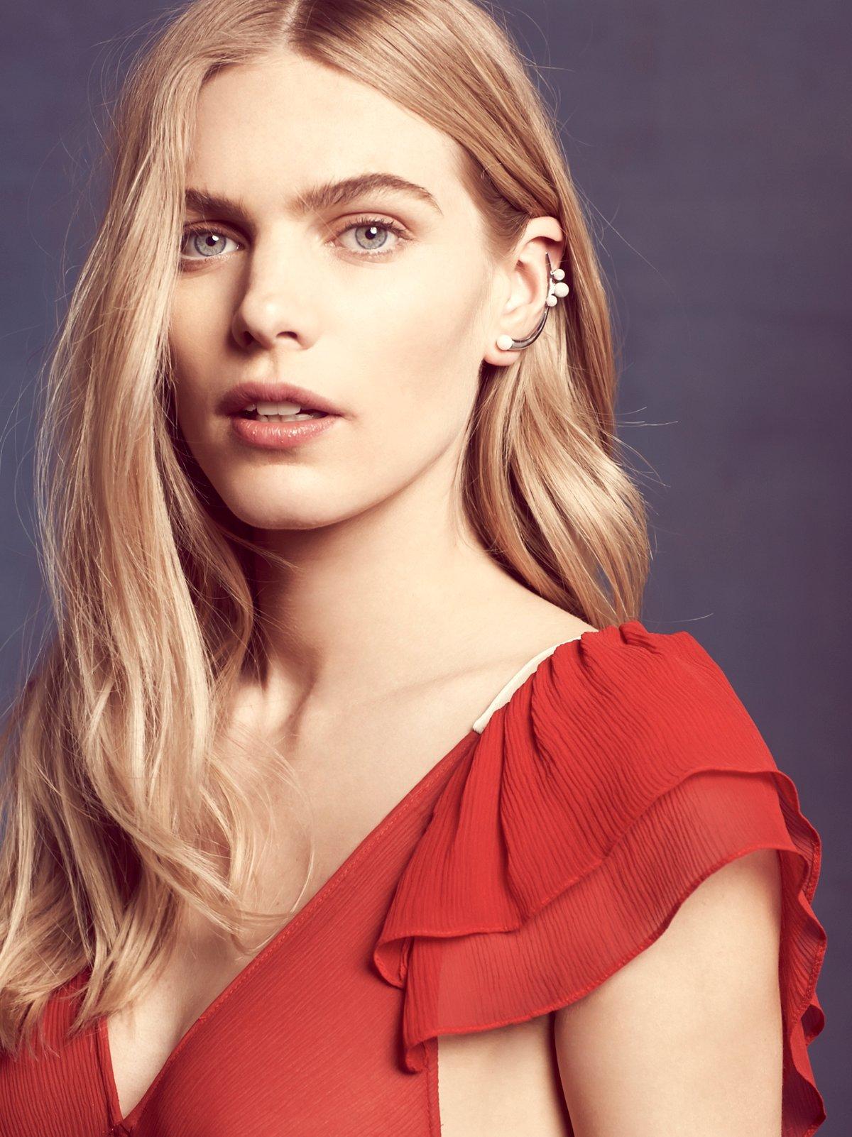 弧形珍珠耳环
