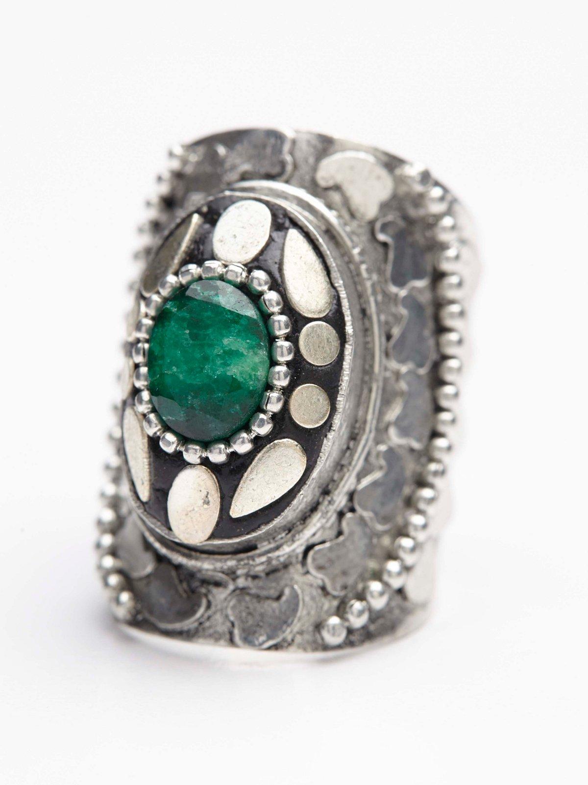 Radial Stone Ring