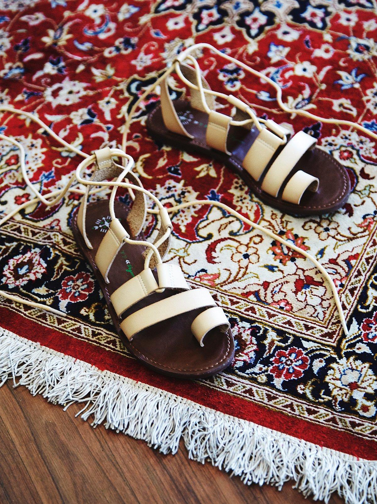 Vegan Maddie系带凉鞋