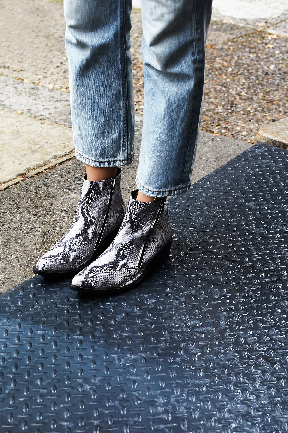 Crossings及踝靴